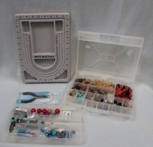 A COLLECTION OF JEWELLERY MAKING KIT