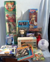 A COLLECTION OF TOYS, INCLUDING 'E.T.', OTHER TOYS