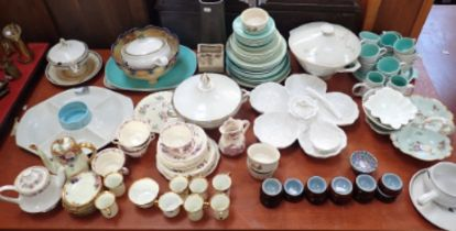 A LARGE COLLECTION OF CERAMICS