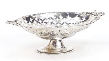 Lee & Wigfull, Edward VII silver pedestal bonbon dish with twin handles, Sheffield 1909, 16cm