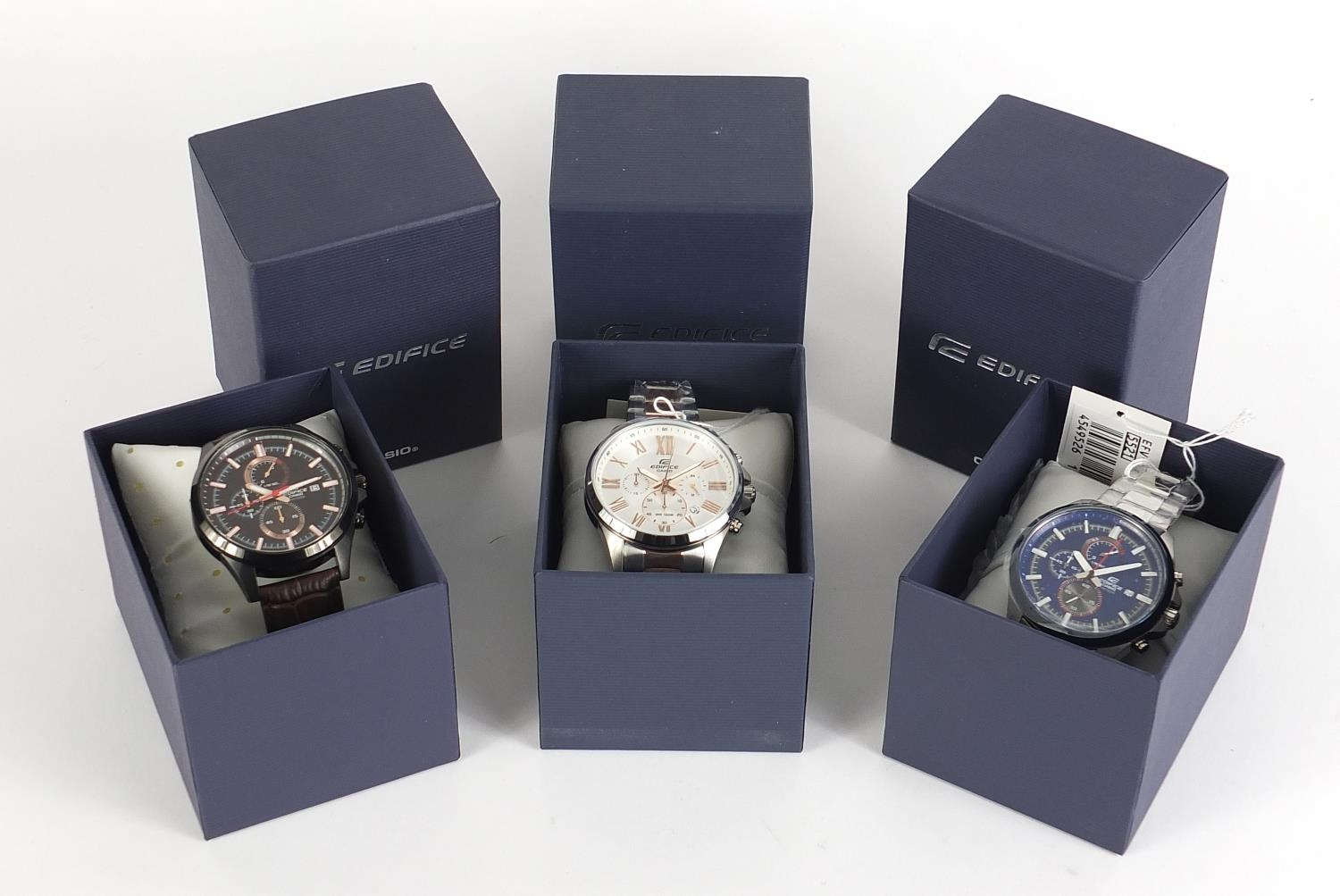Casio Edifice, three gentlemen's wristwatches with boxes numbered 76E2AU, 776KM0 and 881CK2 :For - Image 8 of 8
