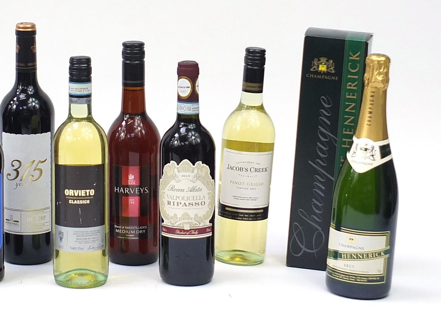 Sixteen bottles of alcohol including one litre bottle of Courvoisier cognac with box, Veuve - Image 5 of 7