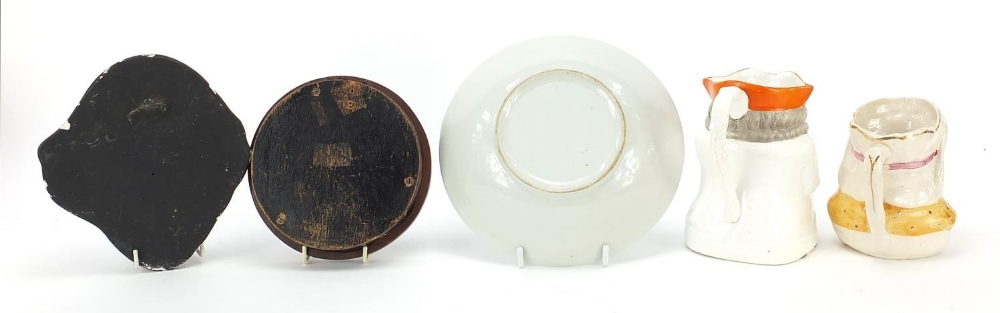 Ceramics and a plaster face mask comprising a Prattware pot lid, Chinese plate and two character - Image 4 of 5