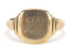 9ct gold signet ring, size Q, 4.2g : For Further Condition Reports Please Visit Our Website -
