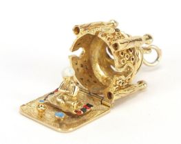 9ct gold and enamel Taj Mahal charm opening to reveal a praying figure, 2.2cm high, 10.2g : For