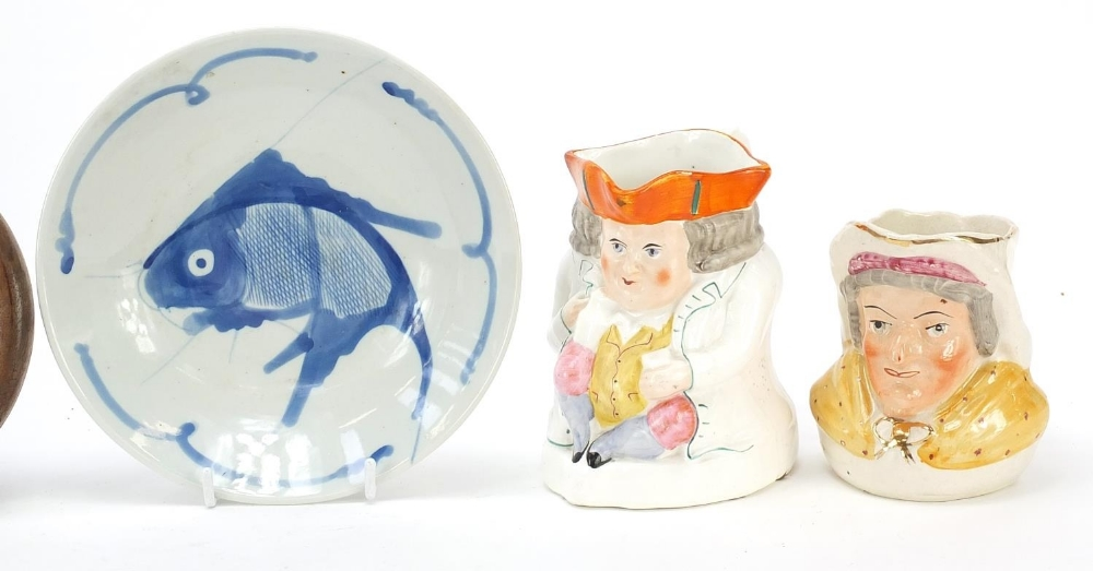 Ceramics and a plaster face mask comprising a Prattware pot lid, Chinese plate and two character - Image 3 of 5