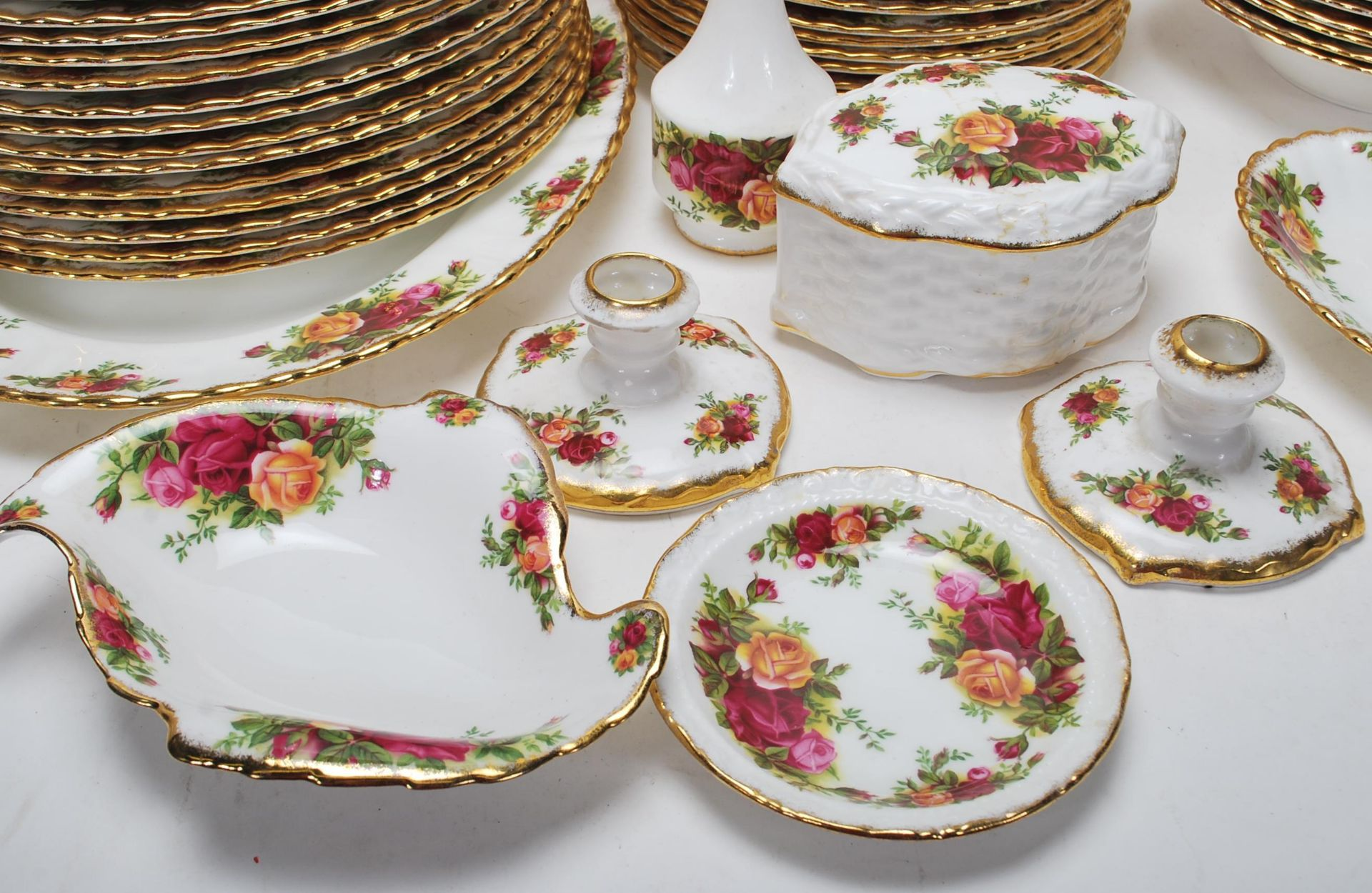 LARGE ROYAL ALBERT OLD CONTRY ROSES DINING SERVICE - Image 5 of 11
