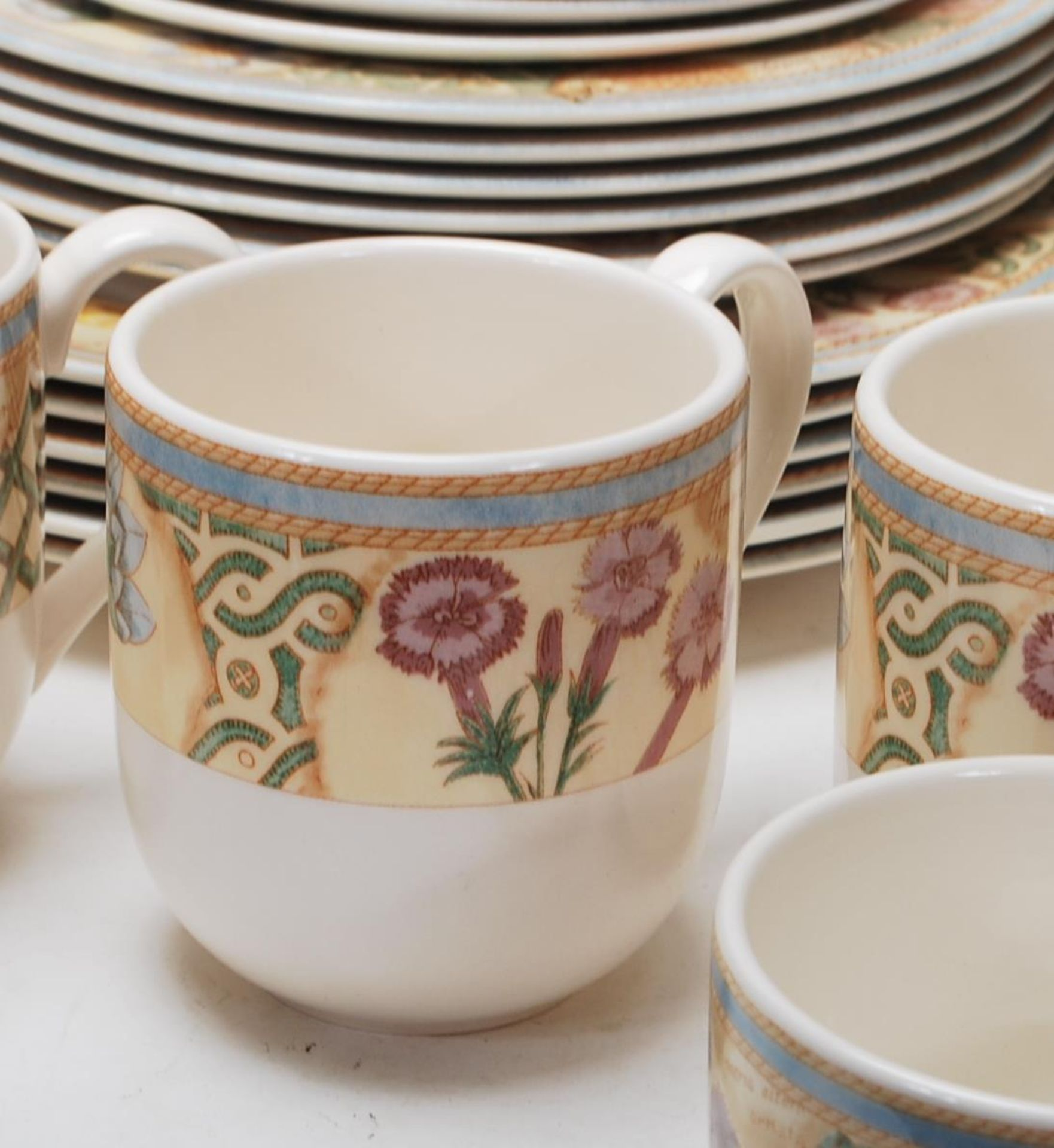 A LARGE 20TH CENTURY WEDGWOOD DINNER SERVICE WITH GRDEN MAZE PATTERN - Image 3 of 11