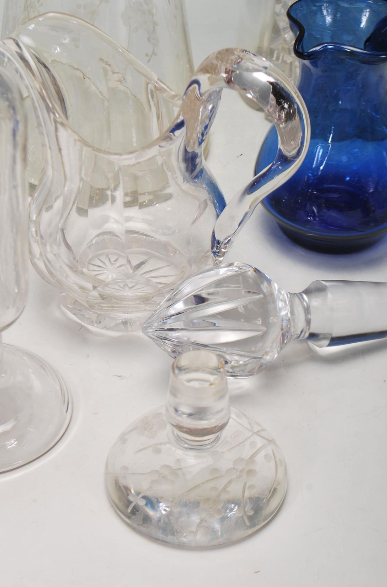 LARGE COLELCTION OF 10TH CENTURY AND LATER CRYSTAL GLASS - Image 4 of 10
