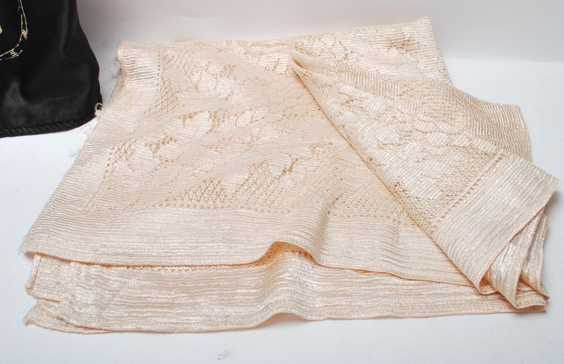 19TH CENTURY VICTORIAN TABLECLOTH AND PILLOW CASES - Image 8 of 10
