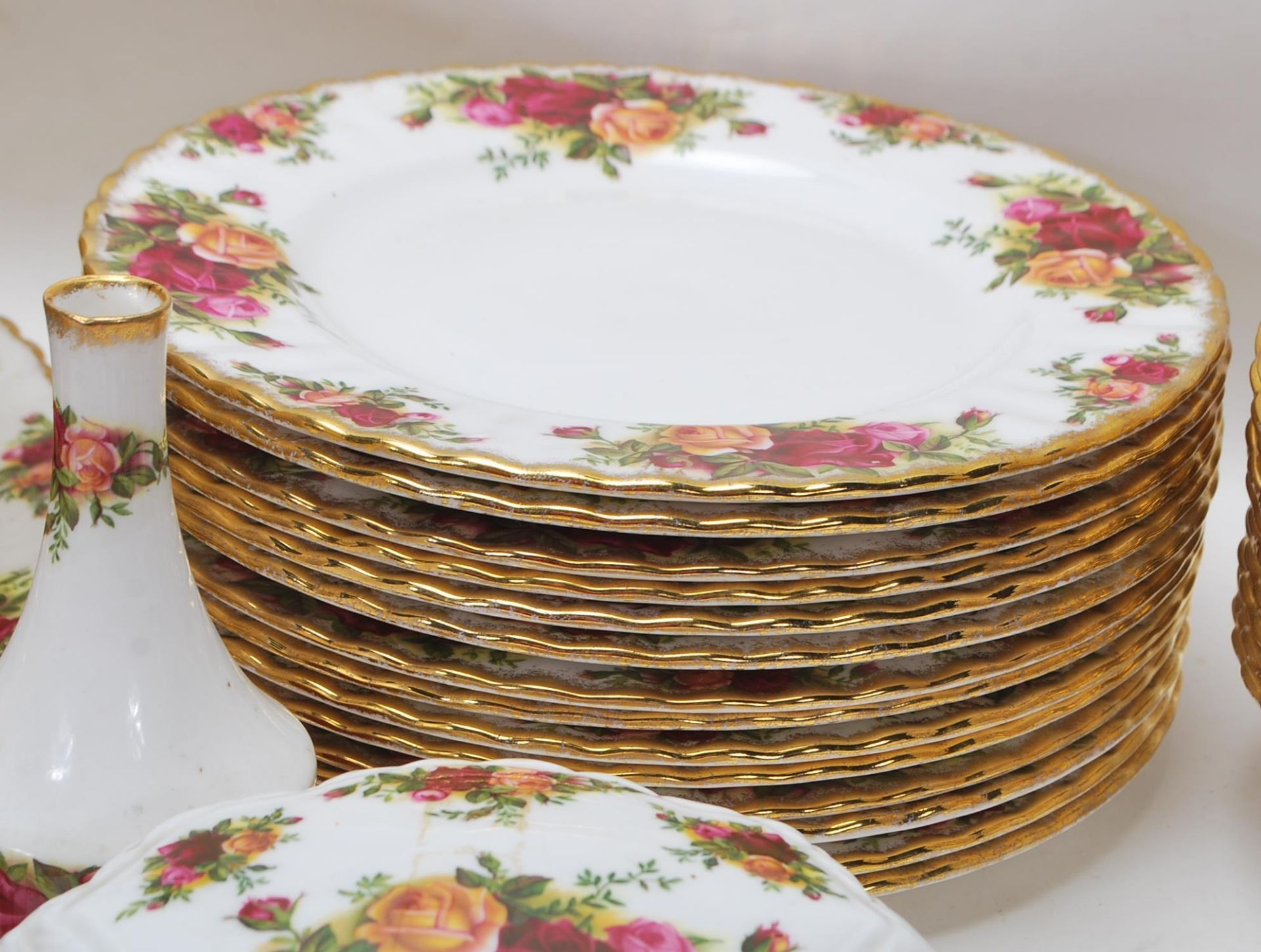 LARGE ROYAL ALBERT OLD CONTRY ROSES DINING SERVICE - Image 6 of 11