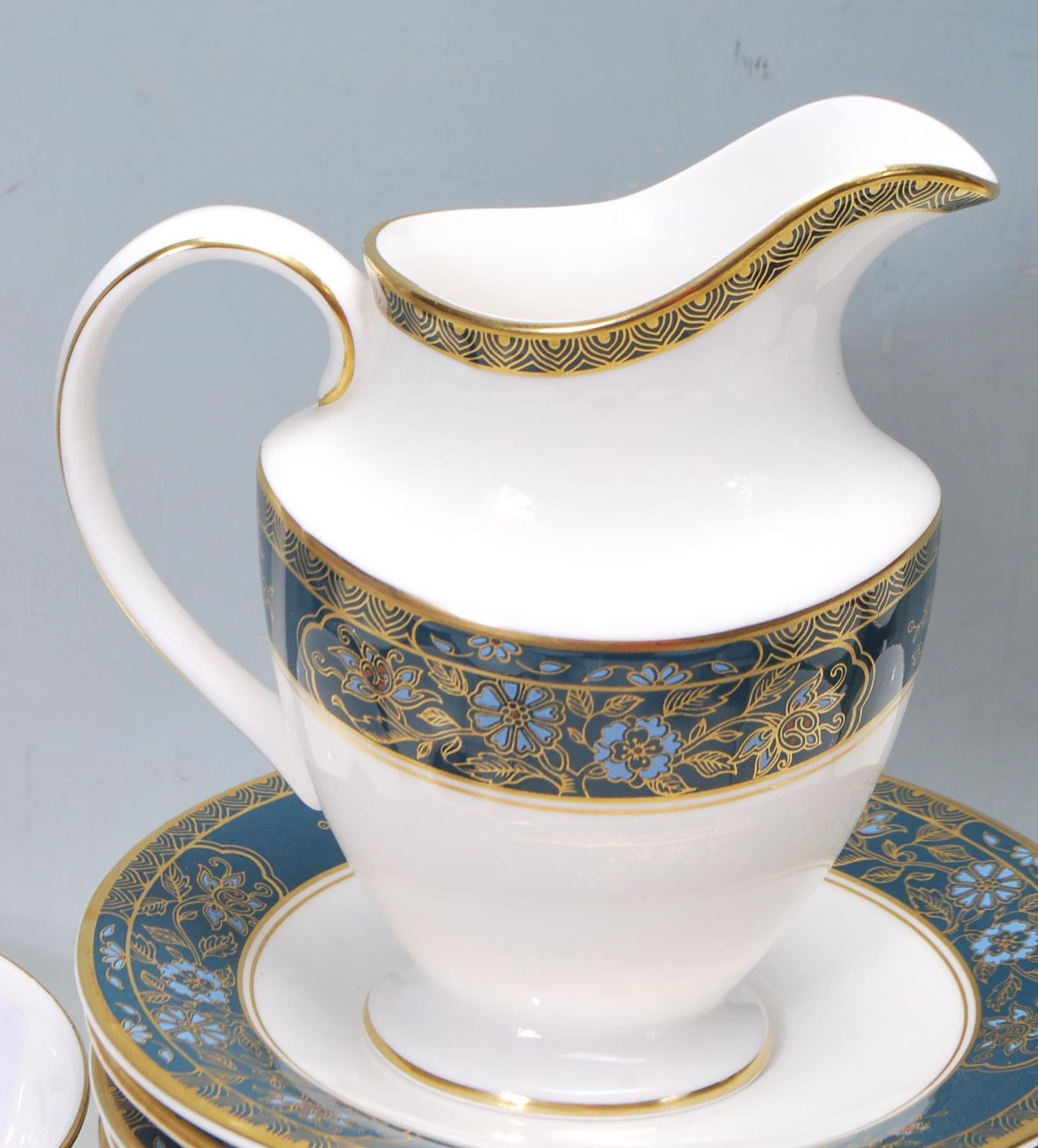 COLLECTION OF LATE 20TH CENTORUY ROYAL DOULTON FINE BONE CHINA DINNER SERVICE - Image 6 of 8