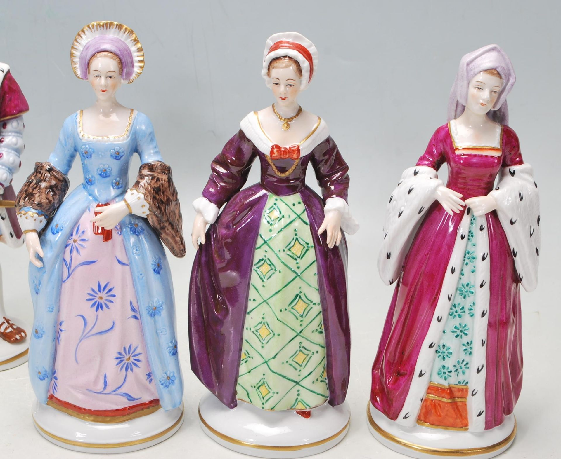COLLECTION OF SEVEN SITZEDORF CERAMIC PORCELAIN FIGURINES OF HENRY VIII AND HIS SIX WIVES - Image 4 of 8