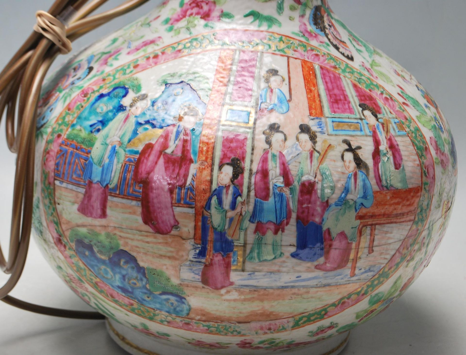 ANTIQUE CHINESE CANTON BOTTLE VASE - Image 7 of 9