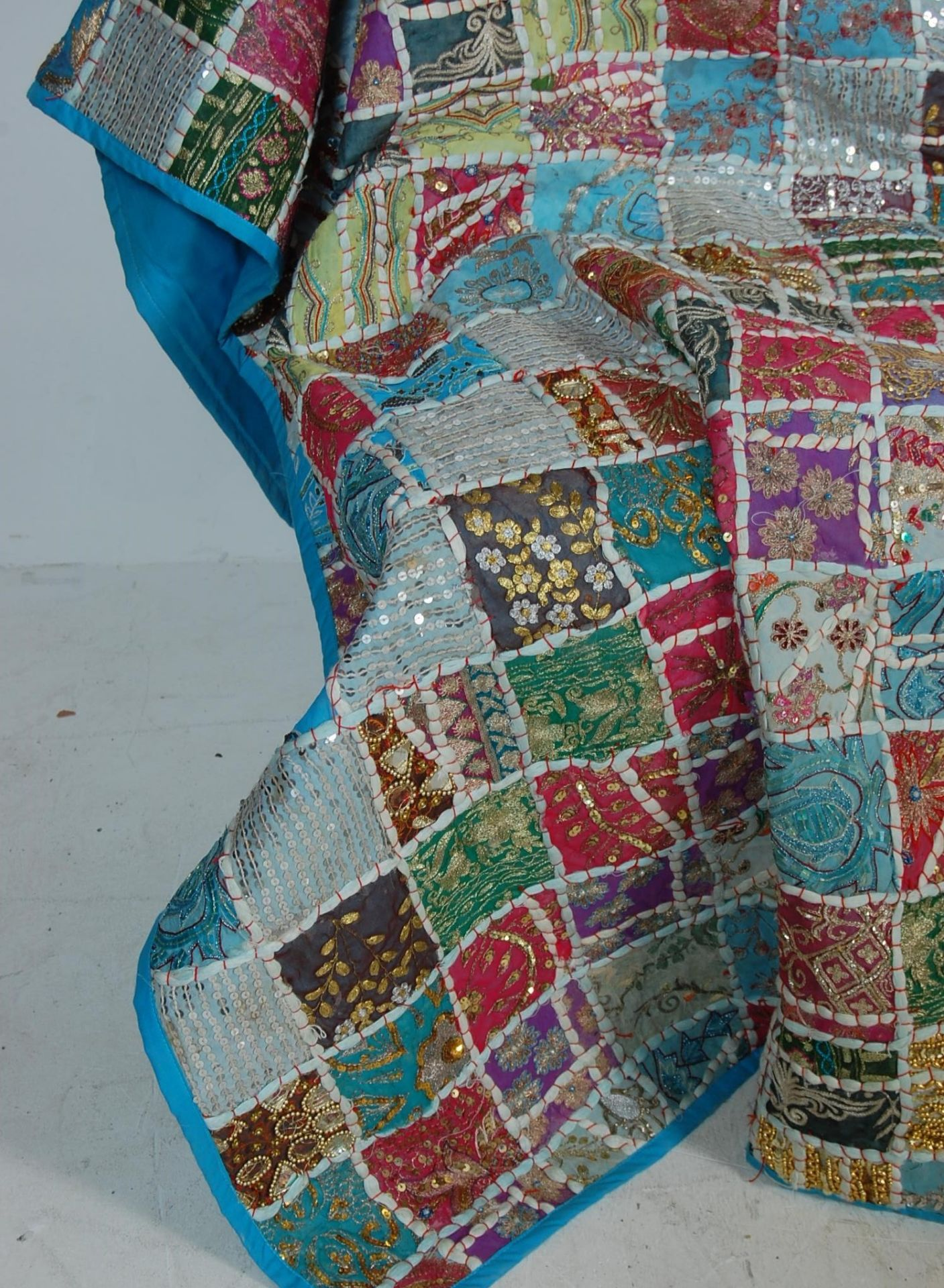 20TH CENTURY ANTIQUE STYLE TRADITIONAL PAKISTANI / RAJASTHANI / INDIAN PATCHWORK QUILT BED THROW