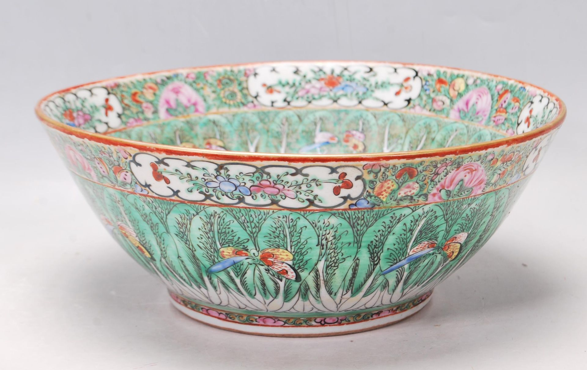 19TH CENTURY CHINESE ORIENTAL CENTRE PIECE BOWL - Image 4 of 11