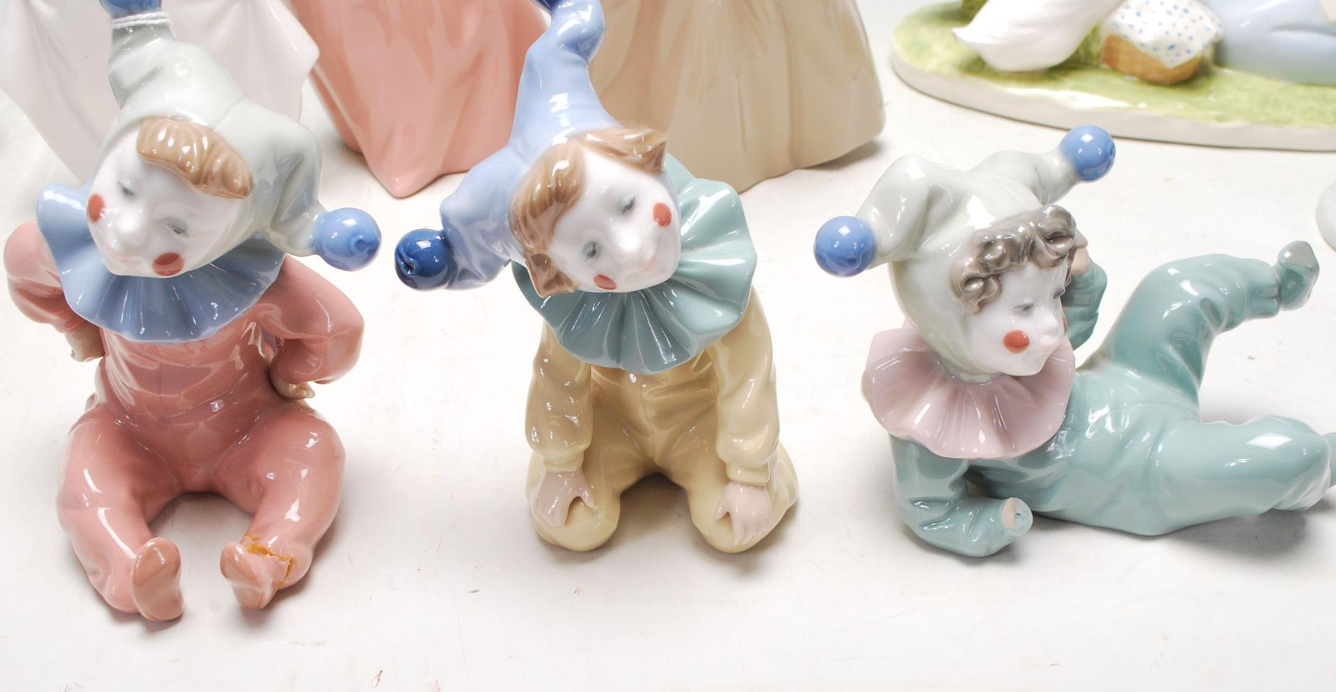 COLELCTION OF LATE 20TH CENTURY CERAMIC PORCELAIN NAO FIGURINES - Image 3 of 8