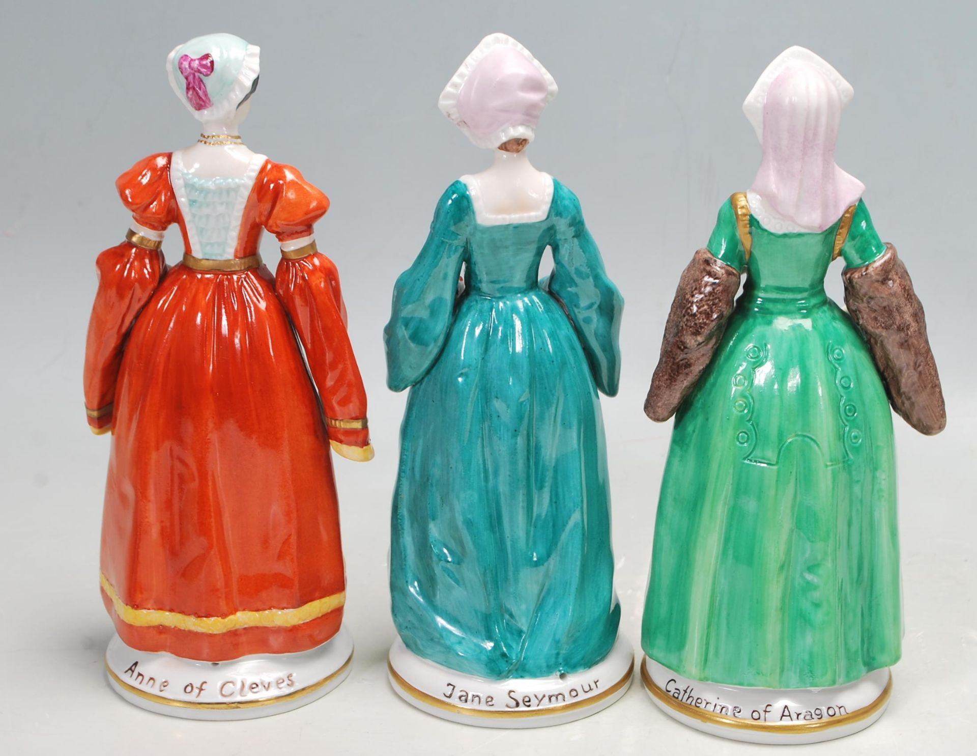 COLLECTION OF SEVEN SITZEDORF CERAMIC PORCELAIN FIGURINES OF HENRY VIII AND HIS SIX WIVES - Image 3 of 8