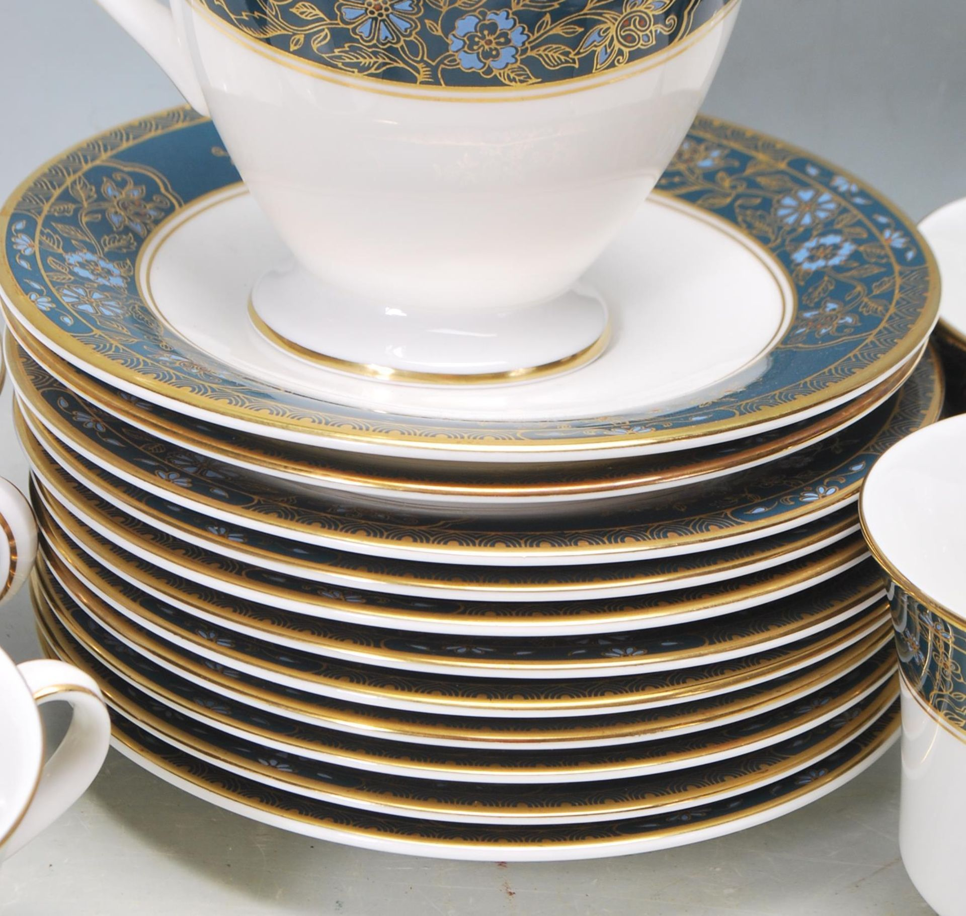 COLLECTION OF LATE 20TH CENTORUY ROYAL DOULTON FINE BONE CHINA DINNER SERVICE - Image 7 of 8