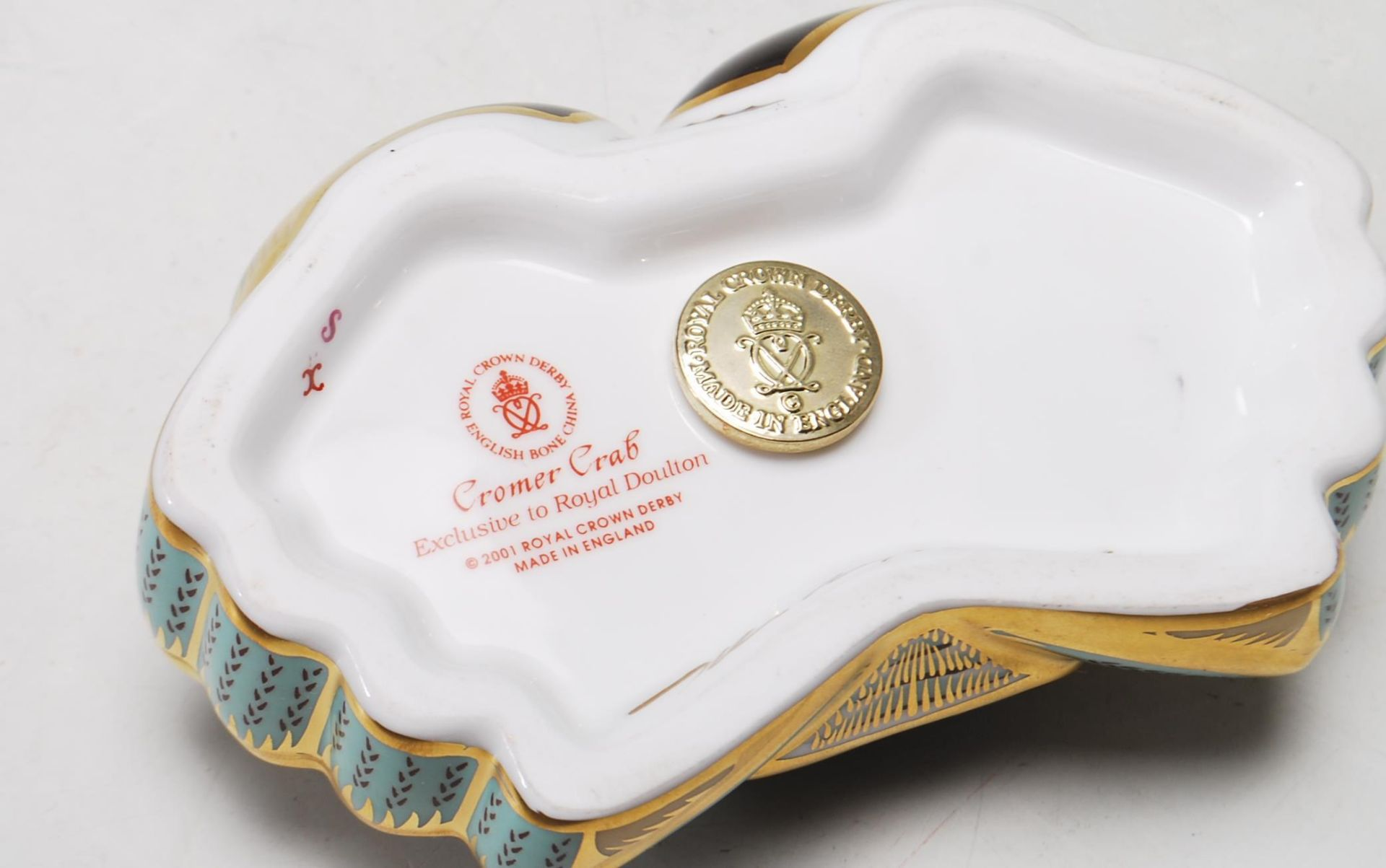 ROYAL CROWN DERBY PAPERWEIGHT IN A FORM OF A CROMER CRAB WITH GOLD STOPPER - Image 6 of 6