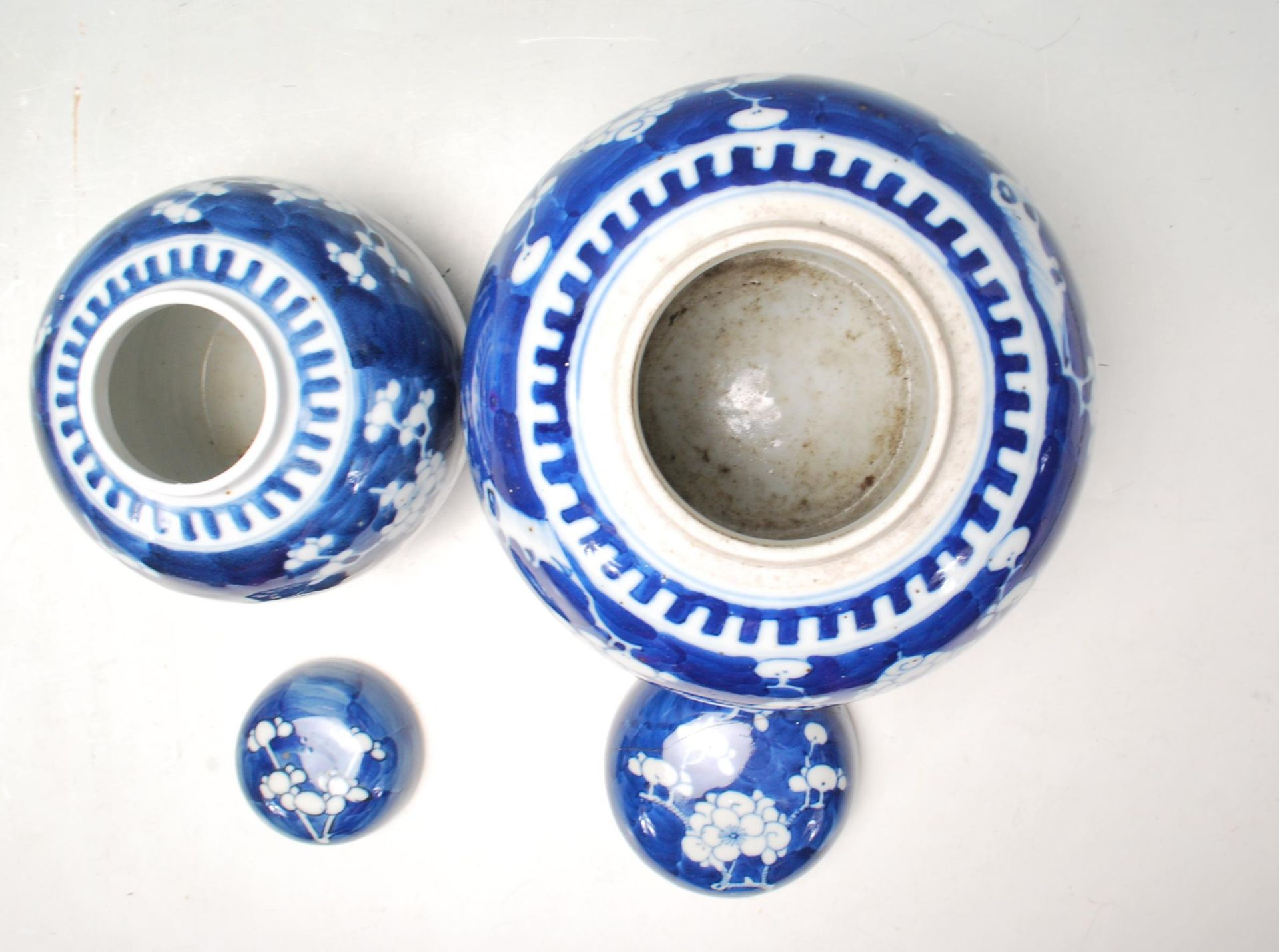 TWO ANTIQUE EARLY 20TH CENTURY CHINESE BLUE AND WHITE GINGER AND JARS - Image 3 of 8