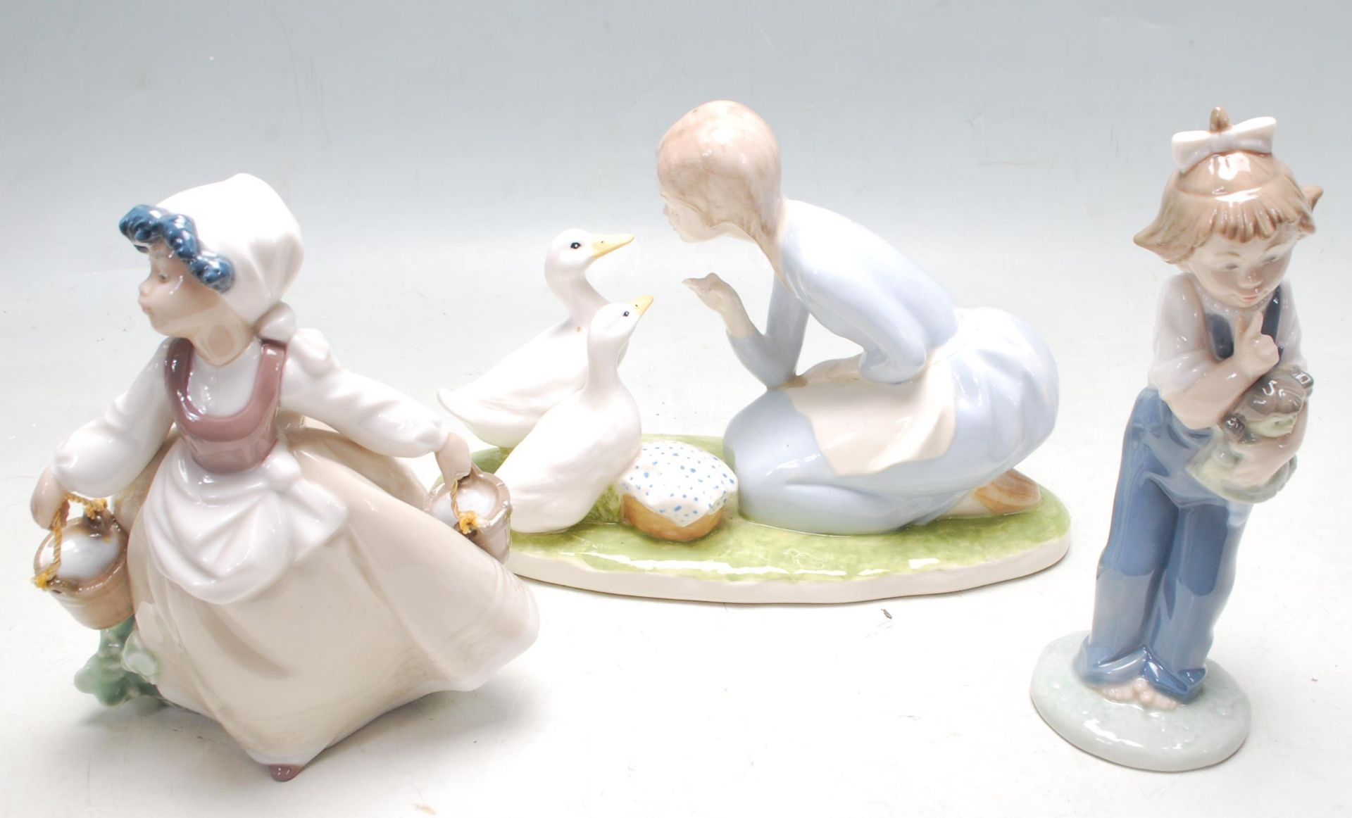 COLELCTION OF LATE 20TH CENTURY CERAMIC PORCELAIN NAO FIGURINES - Image 5 of 8