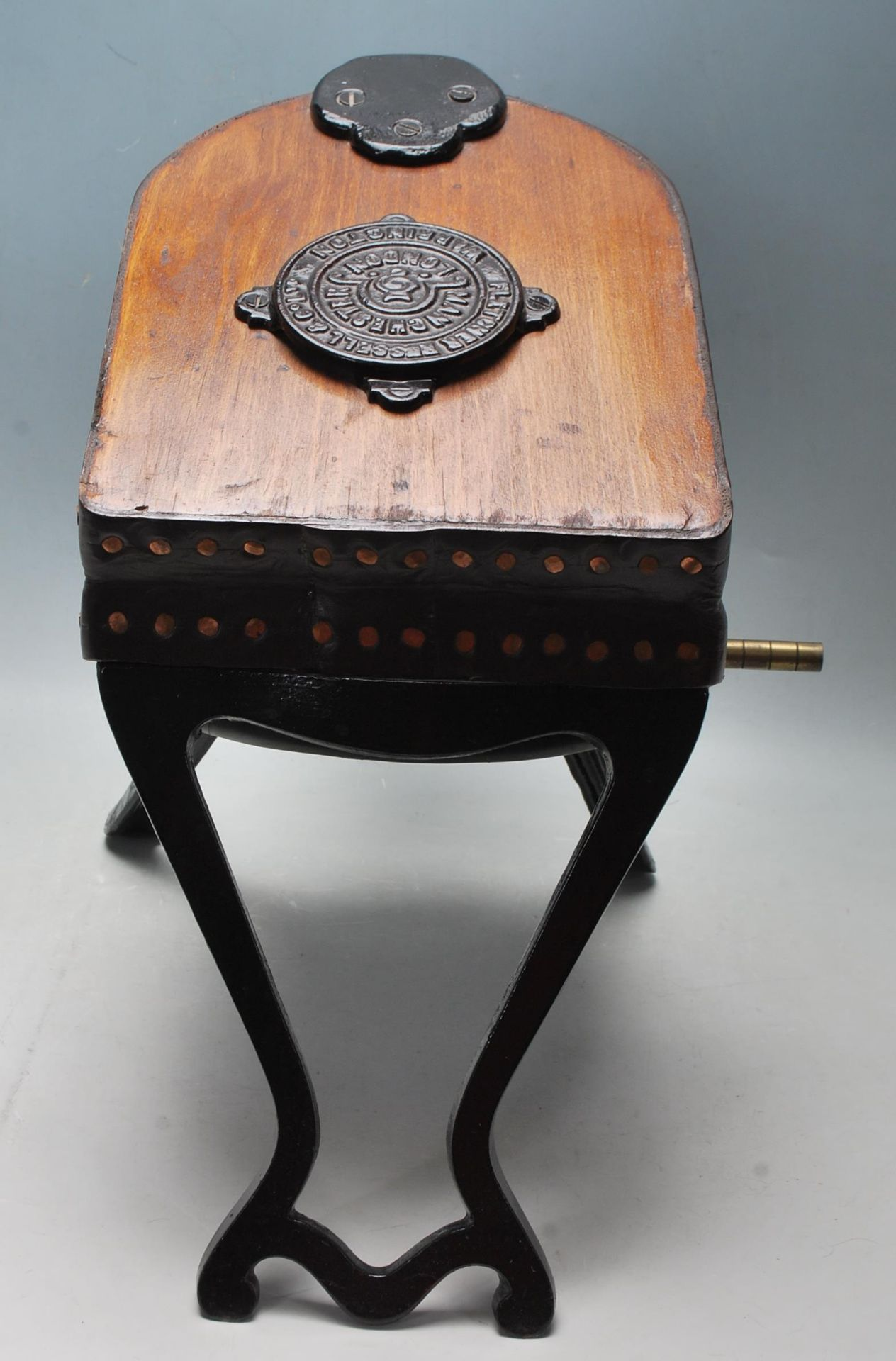 AN ANTIQUE EARLY 20TH OAK AND CAST IRON BELLOWS - Image 4 of 5