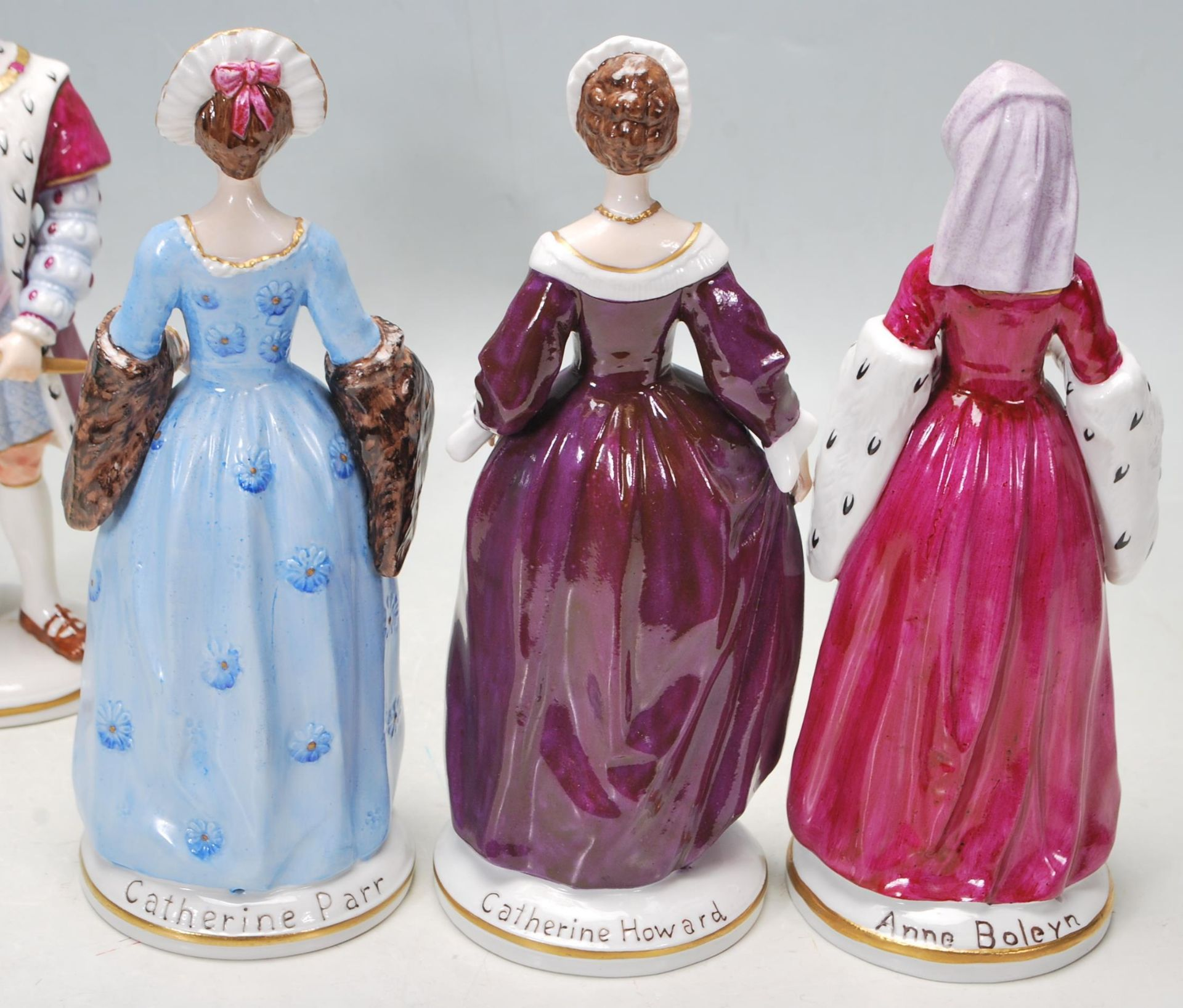 COLLECTION OF SEVEN SITZEDORF CERAMIC PORCELAIN FIGURINES OF HENRY VIII AND HIS SIX WIVES - Image 5 of 8