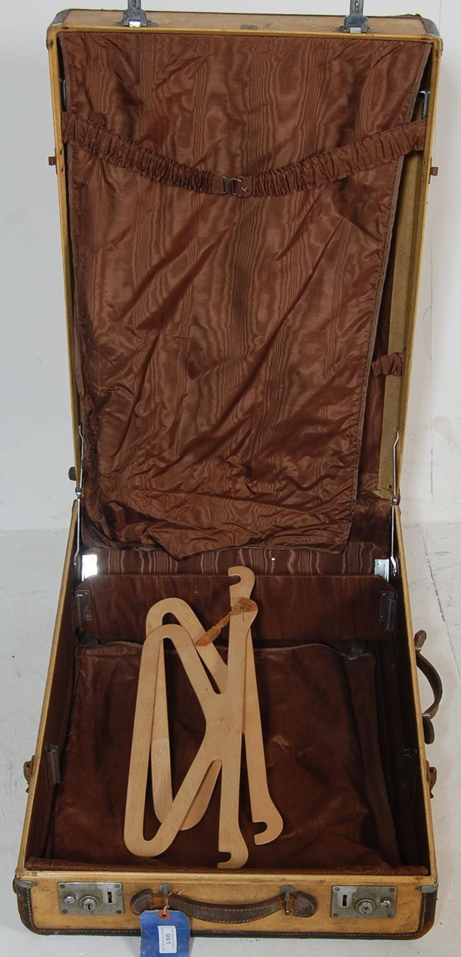 COLLECTION OF THREE EARLY 20TH CENTURY STEAMER TRUNKS - Image 4 of 12