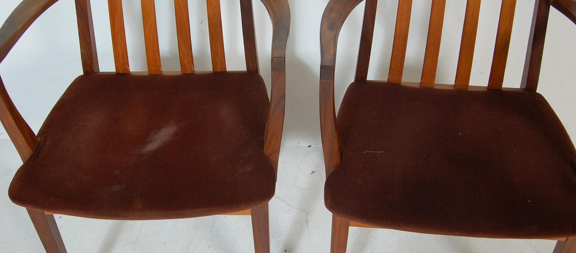 RETRO VINTAGE 1970S GPLAN DINING TABLE AND CHAIRS - Image 9 of 12