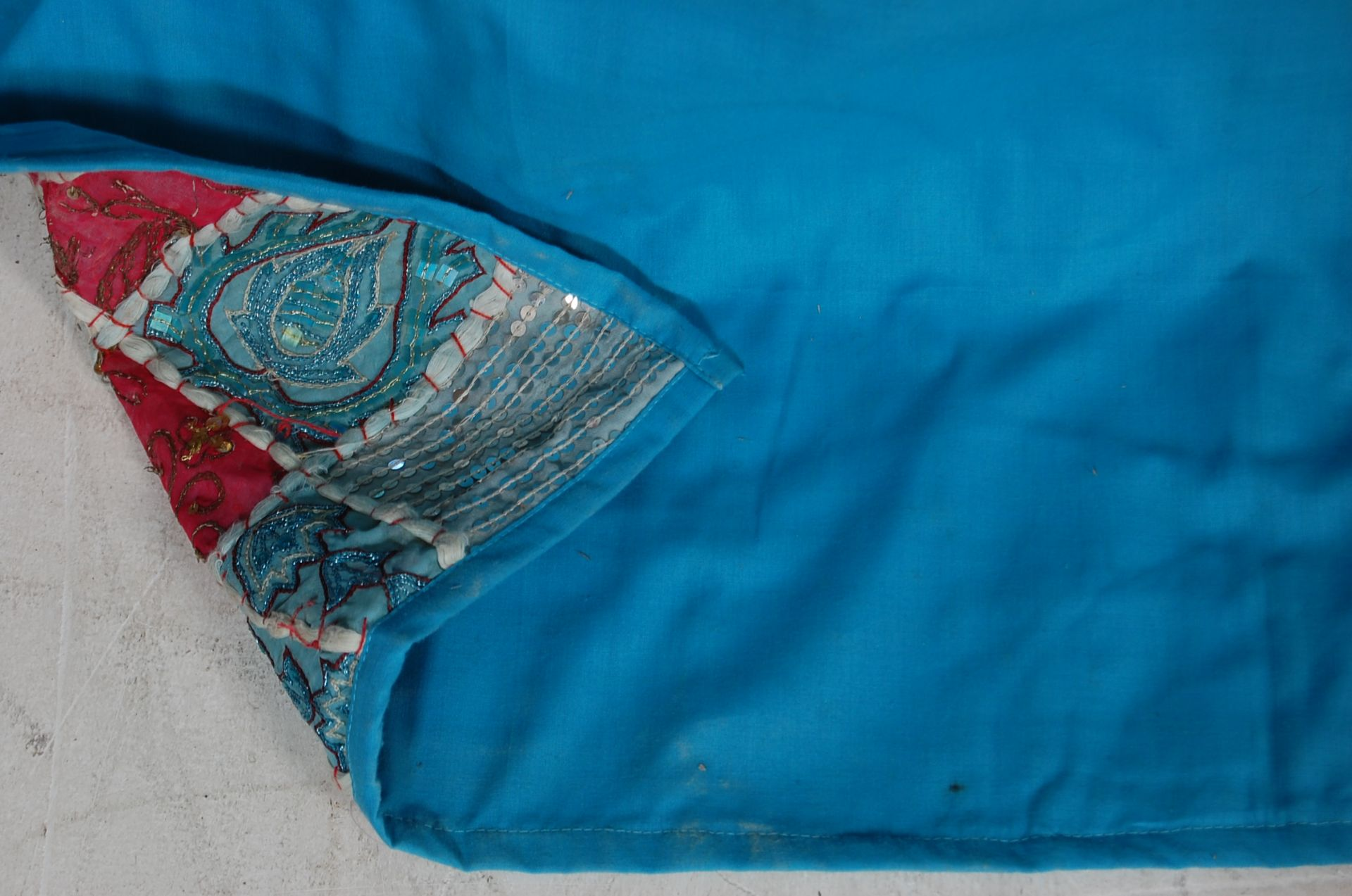 20TH CENTURY ANTIQUE STYLE TRADITIONAL PAKISTANI / RAJASTHANI / INDIAN PATCHWORK QUILT BED THROW - Image 11 of 11