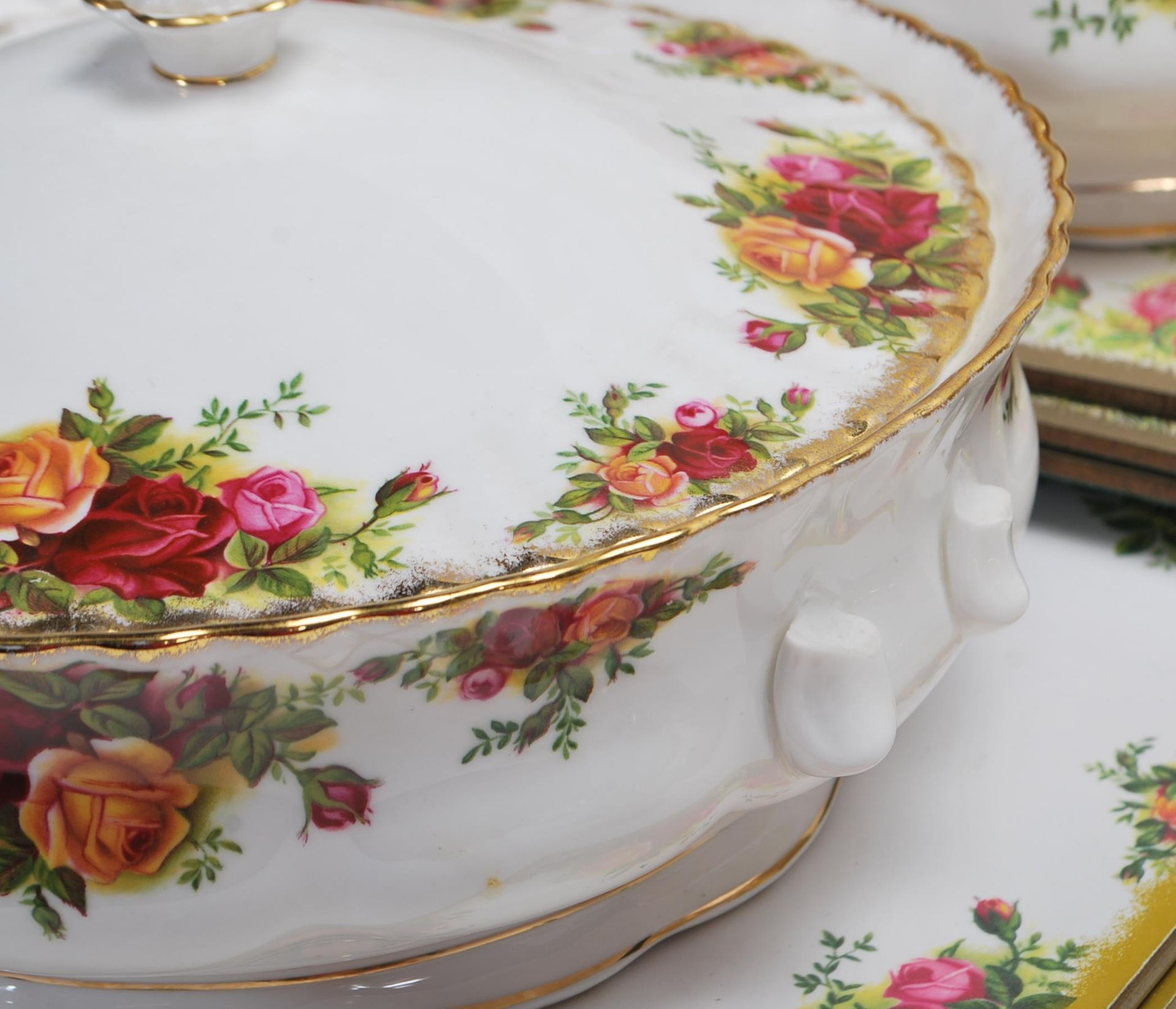 LARGE ROYAL ALBERT OLD CONTRY ROSES DINING SERVICE - Image 10 of 11