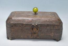 MID 20TH CENTURY INDIAN BRASS TRINKET / JEWELLERY BOX