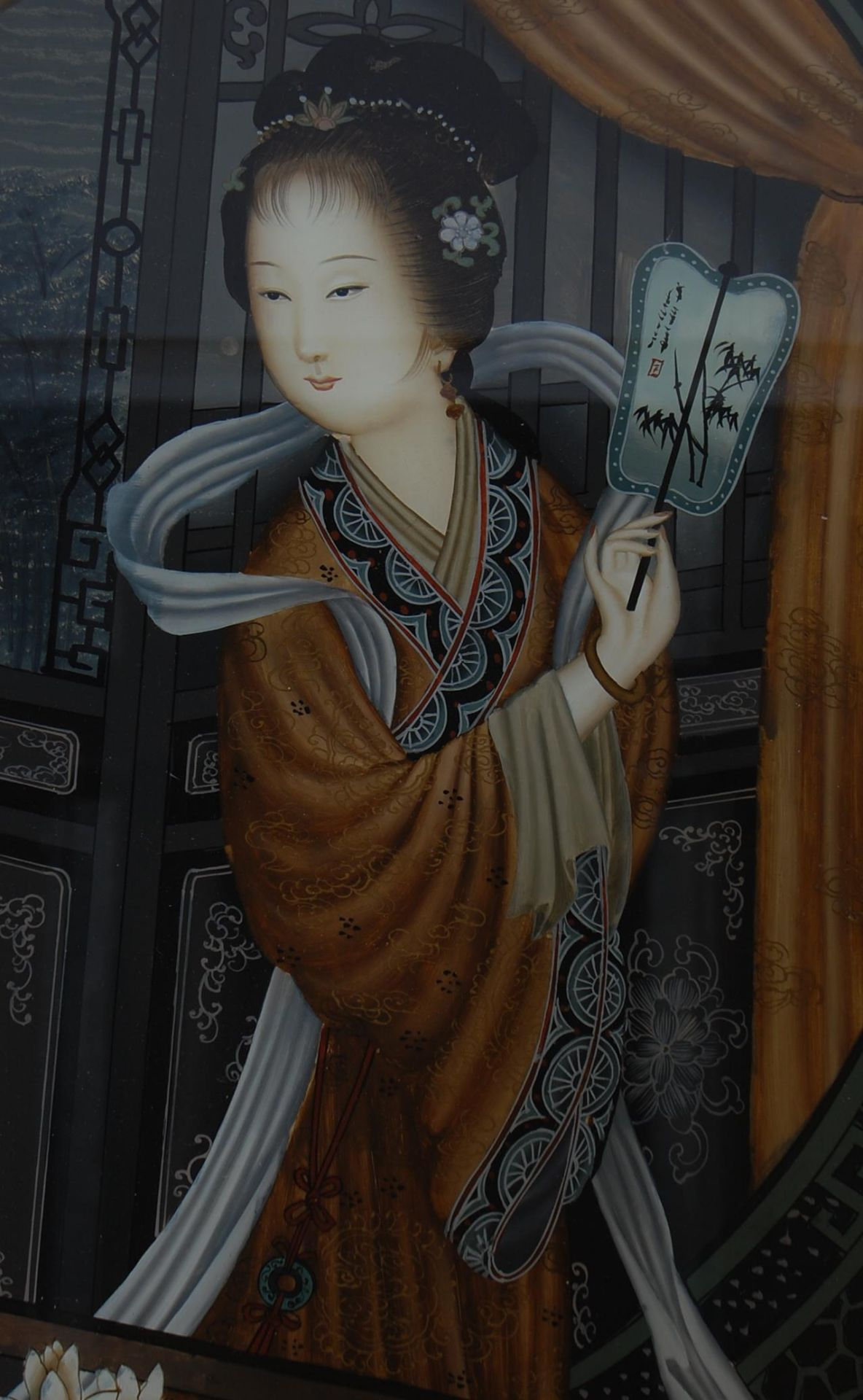 20TH CENTURY ANTIQUE STYLE REVERSED PAIN TING ON GLASS OF A GEISHA - Image 2 of 4