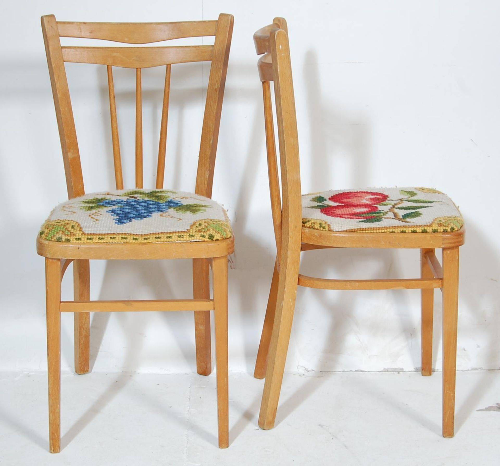 FIVE RETRO 20TH CENTURY DINING CHAIRS / KITCHEN CHAIRS - Image 4 of 5