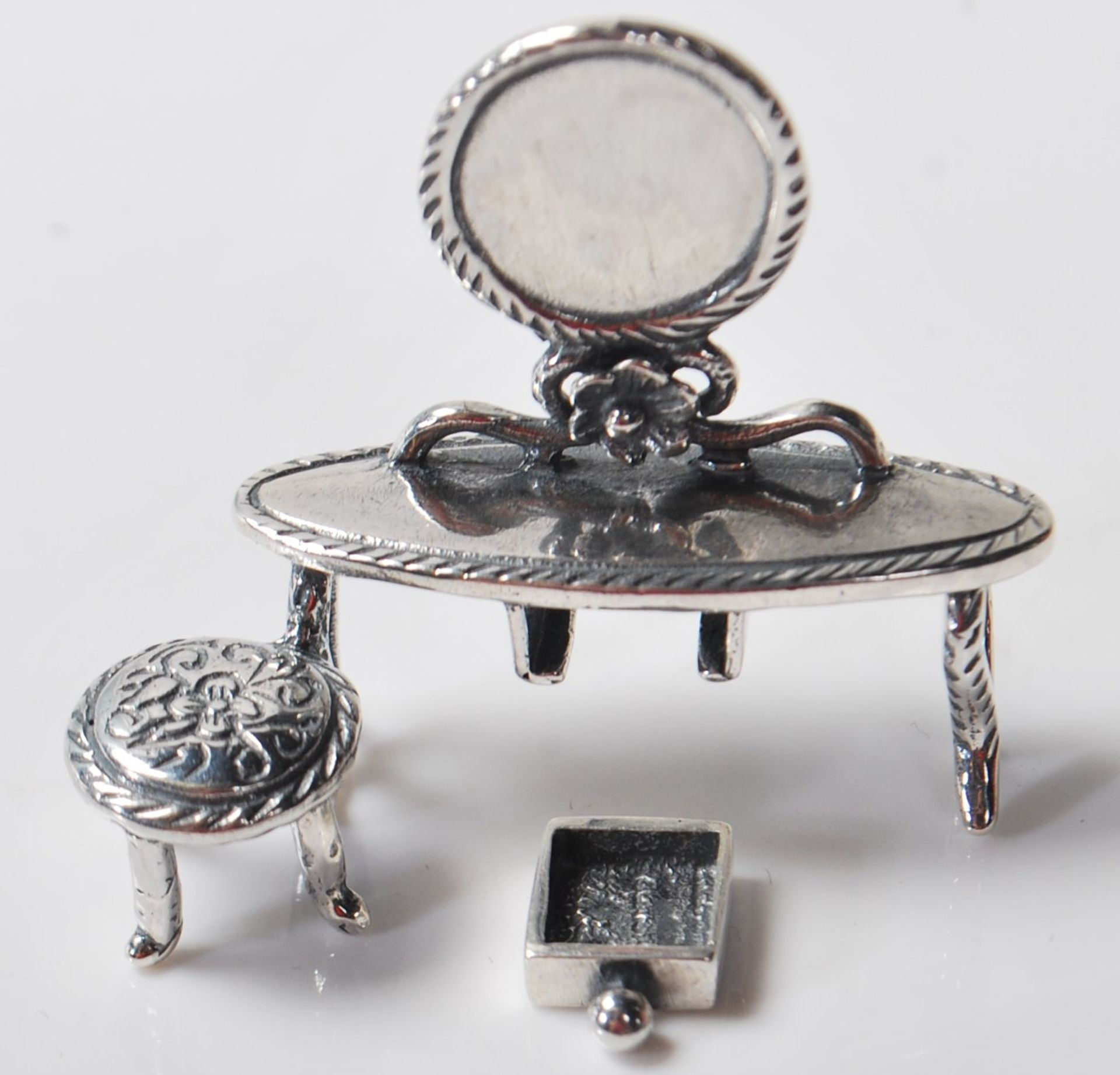 SILVER DRESSING TABLE FIGURINE - Image 3 of 5