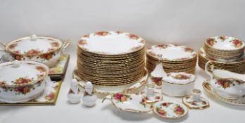 LARGE ROYAL ALBERT OLD CONTRY ROSES DINING SERVICE