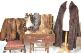 A COLLECTION OF VINTAGE WOMEN'S FUR ITEMS TO INCLUDE COATS, STOLES, COLLARS AND A CAPE.