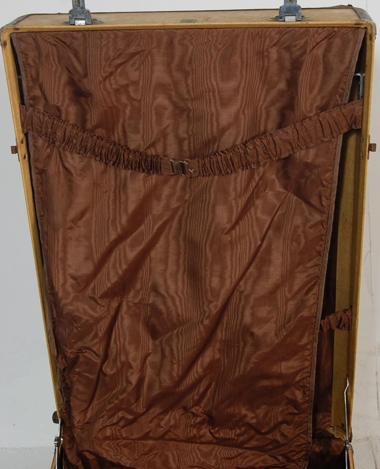 COLLECTION OF THREE EARLY 20TH CENTURY STEAMER TRUNKS - Image 6 of 12
