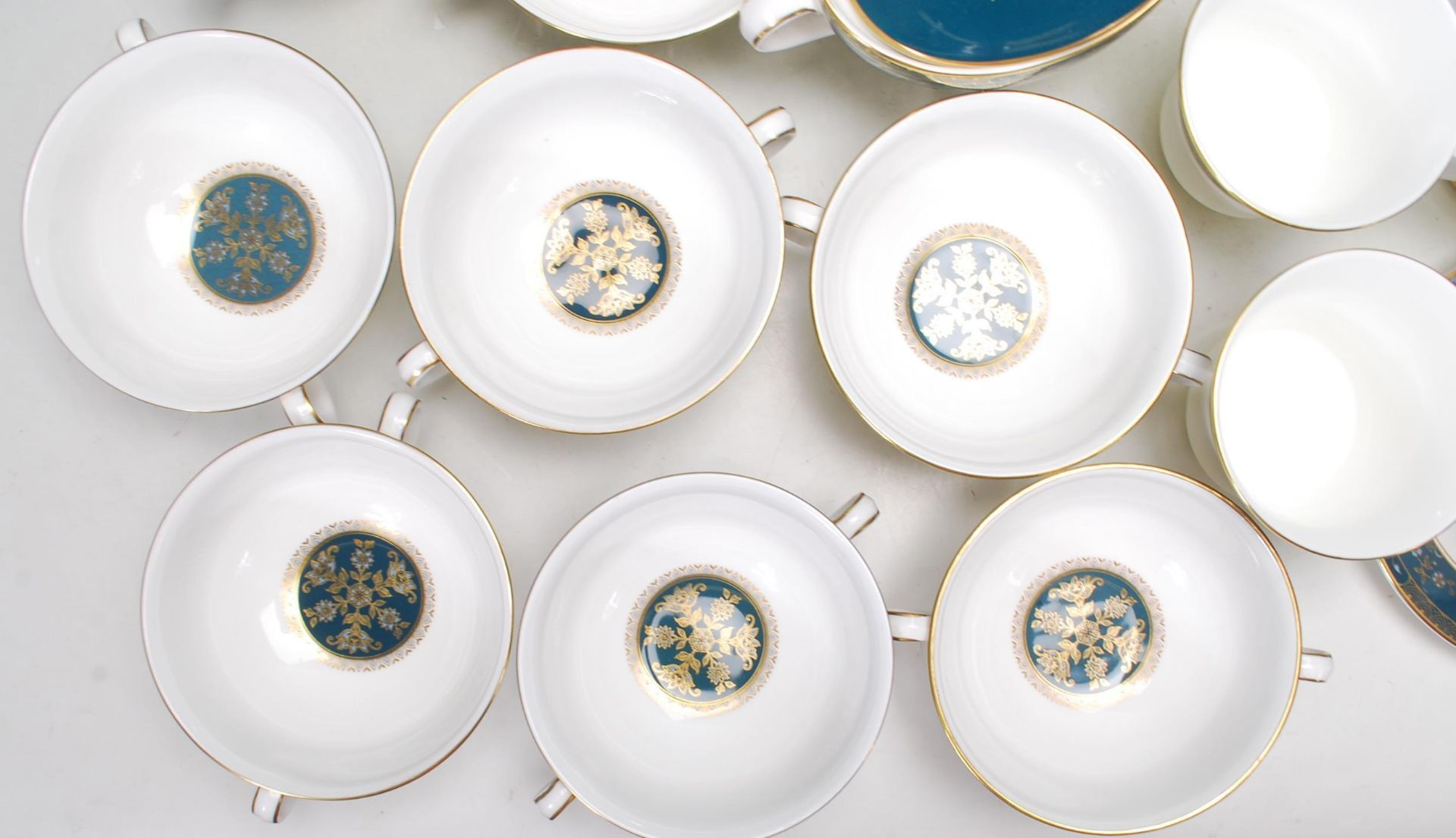 COLLECTION OF LATE 20TH CENTORUY ROYAL DOULTON FINE BONE CHINA DINNER SERVICE - Image 3 of 8
