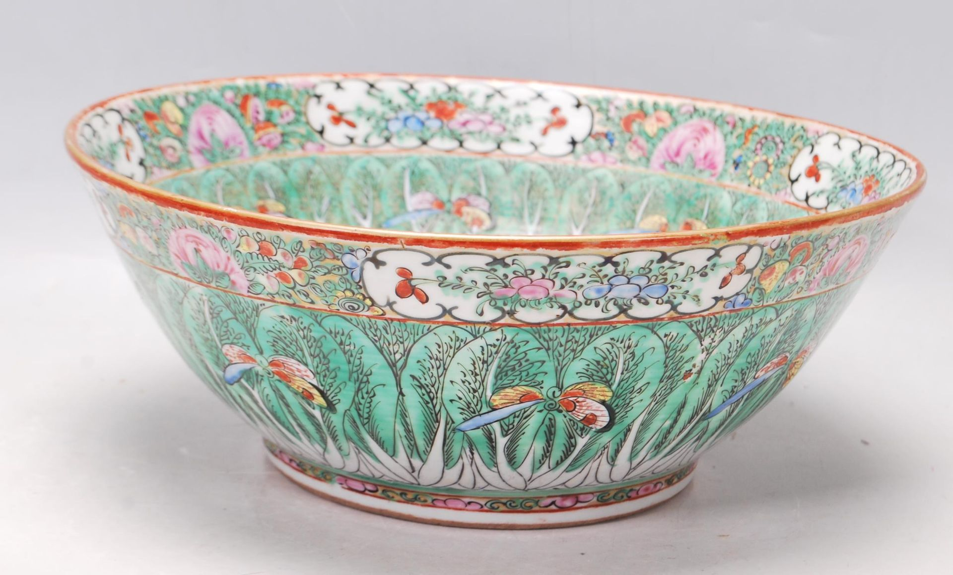 19TH CENTURY CHINESE ORIENTAL CENTRE PIECE BOWL - Image 3 of 11