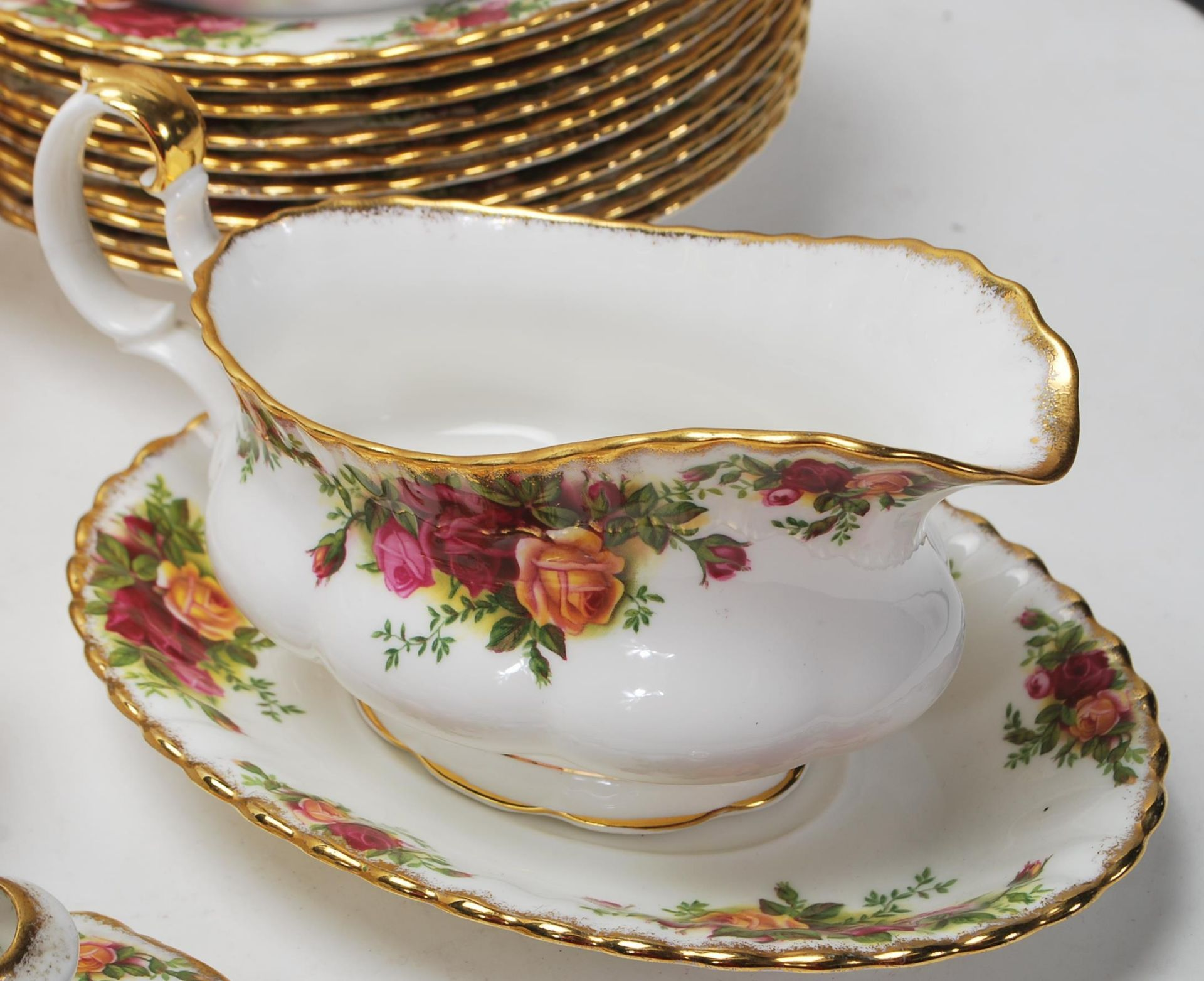 LARGE ROYAL ALBERT OLD CONTRY ROSES DINING SERVICE - Image 2 of 11