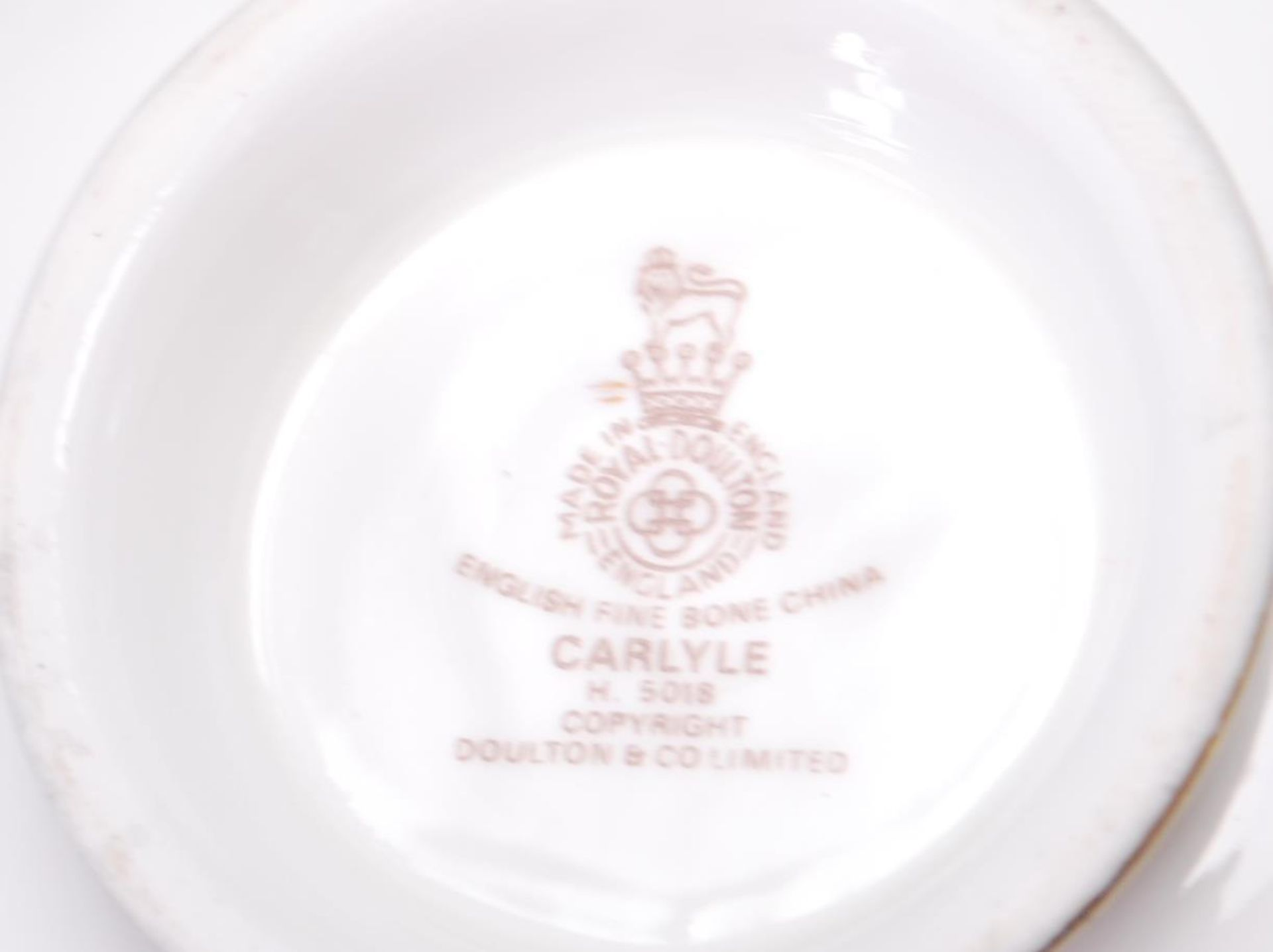 COLLECTION OF LATE 20TH CENTORUY ROYAL DOULTON FINE BONE CHINA DINNER SERVICE - Image 8 of 8