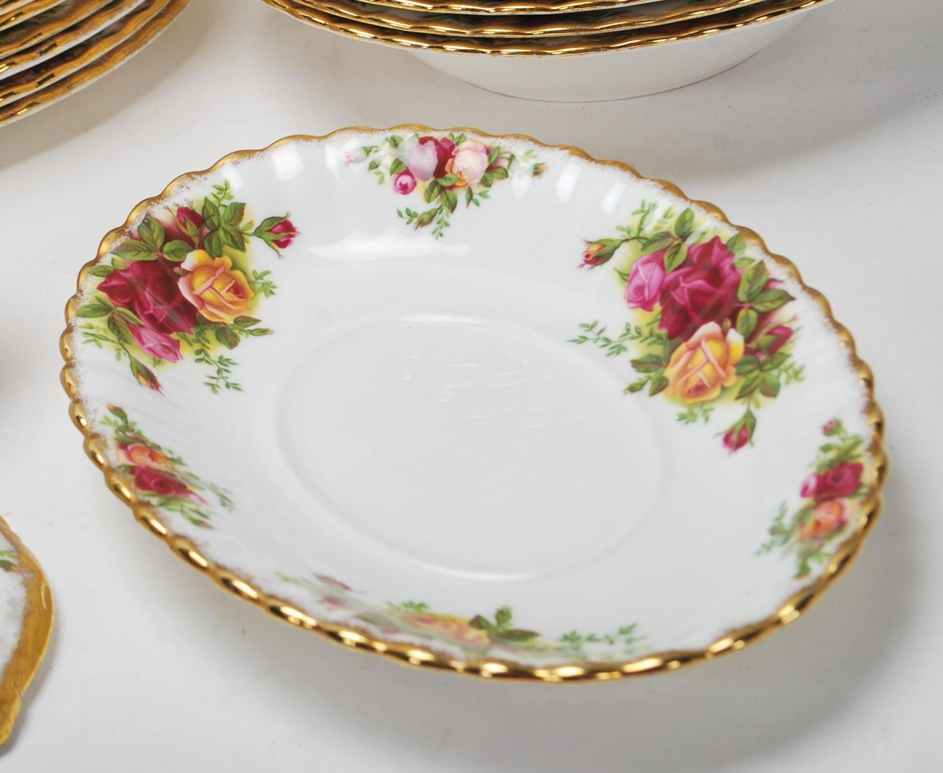 LARGE ROYAL ALBERT OLD CONTRY ROSES DINING SERVICE - Image 3 of 11
