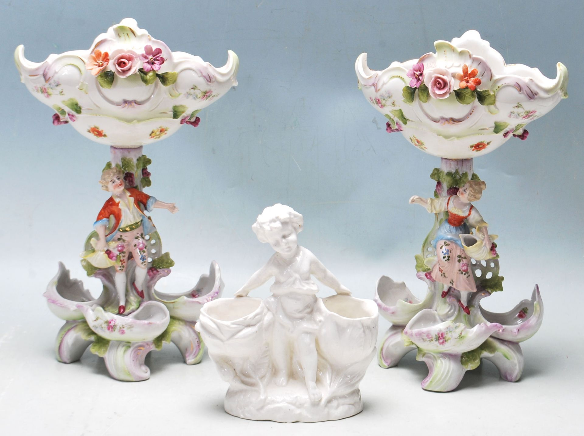 19TH CENTURY VICTORIAN GERMAN PORCELAIN CENTRE PIECES