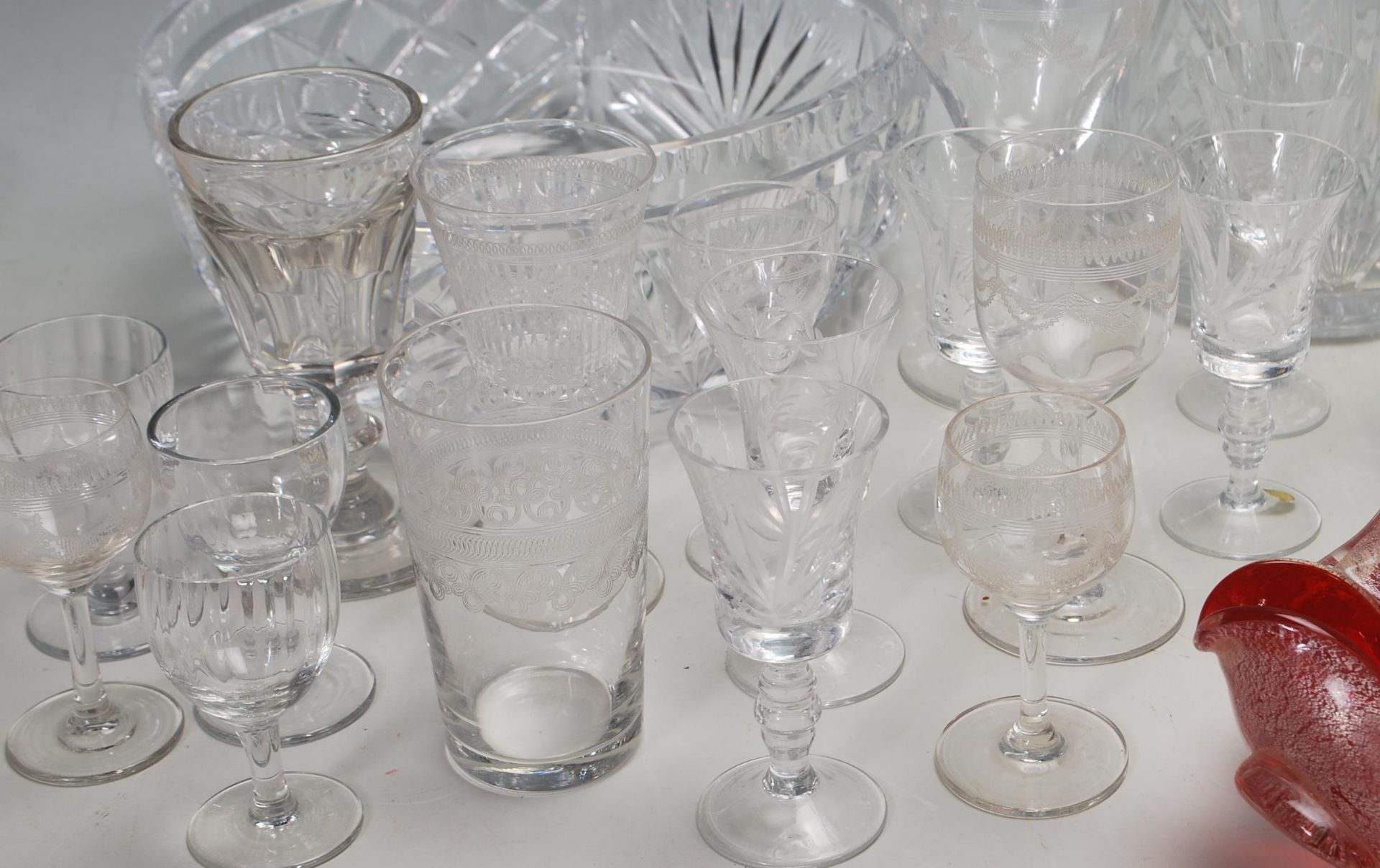 LARGE COLELCTION OF 10TH CENTURY AND LATER CRYSTAL GLASS - Image 5 of 10