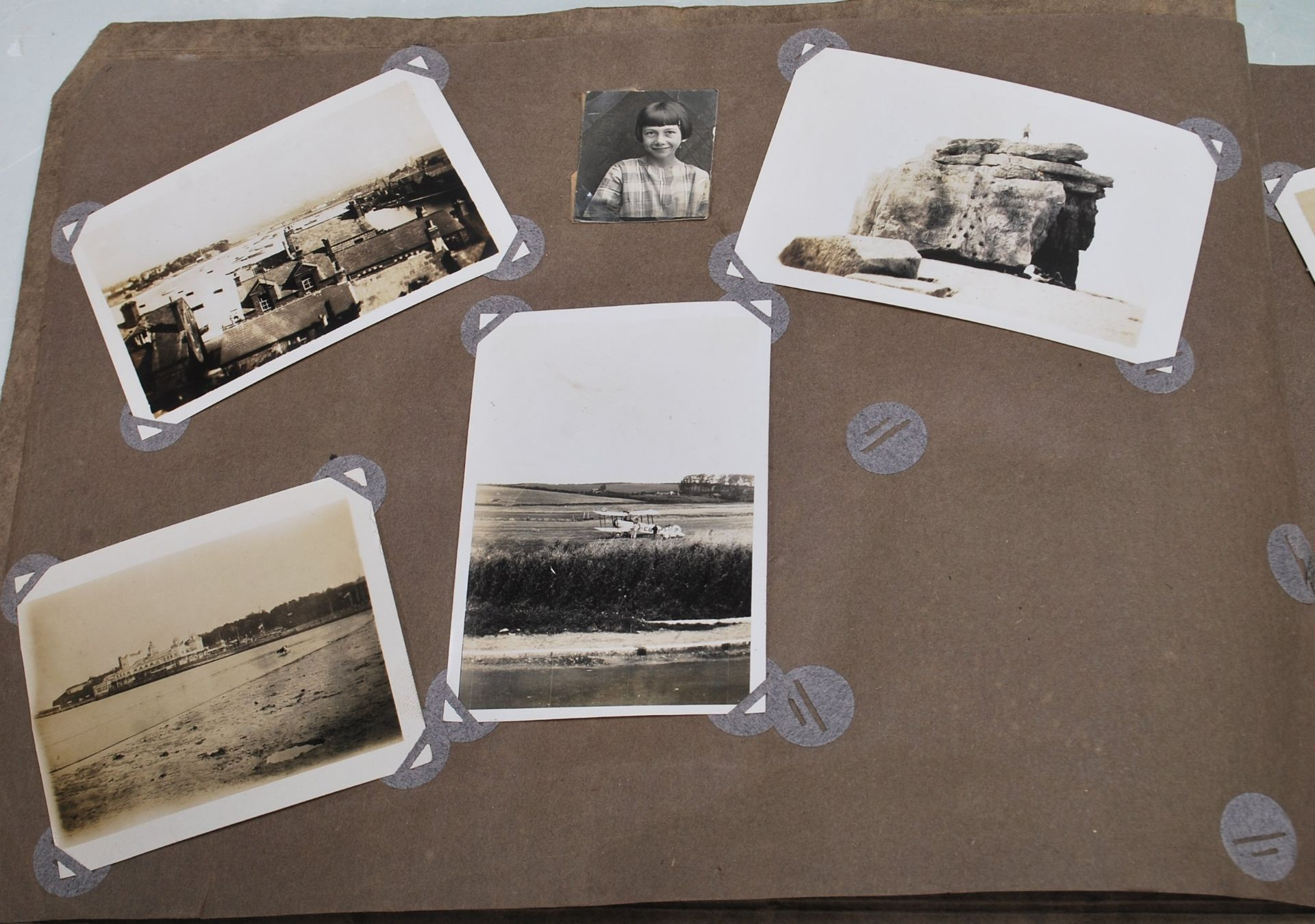EARLY 20TH CENTURY BLACK AND WHITE PHOTO ALBUM - Image 3 of 14