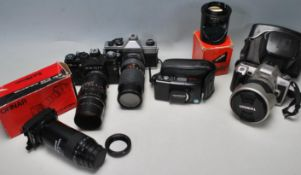 FOUR VINTAGE RETRO 20TH CENTURY 35MM CAMERAS AND ACCESSORIES