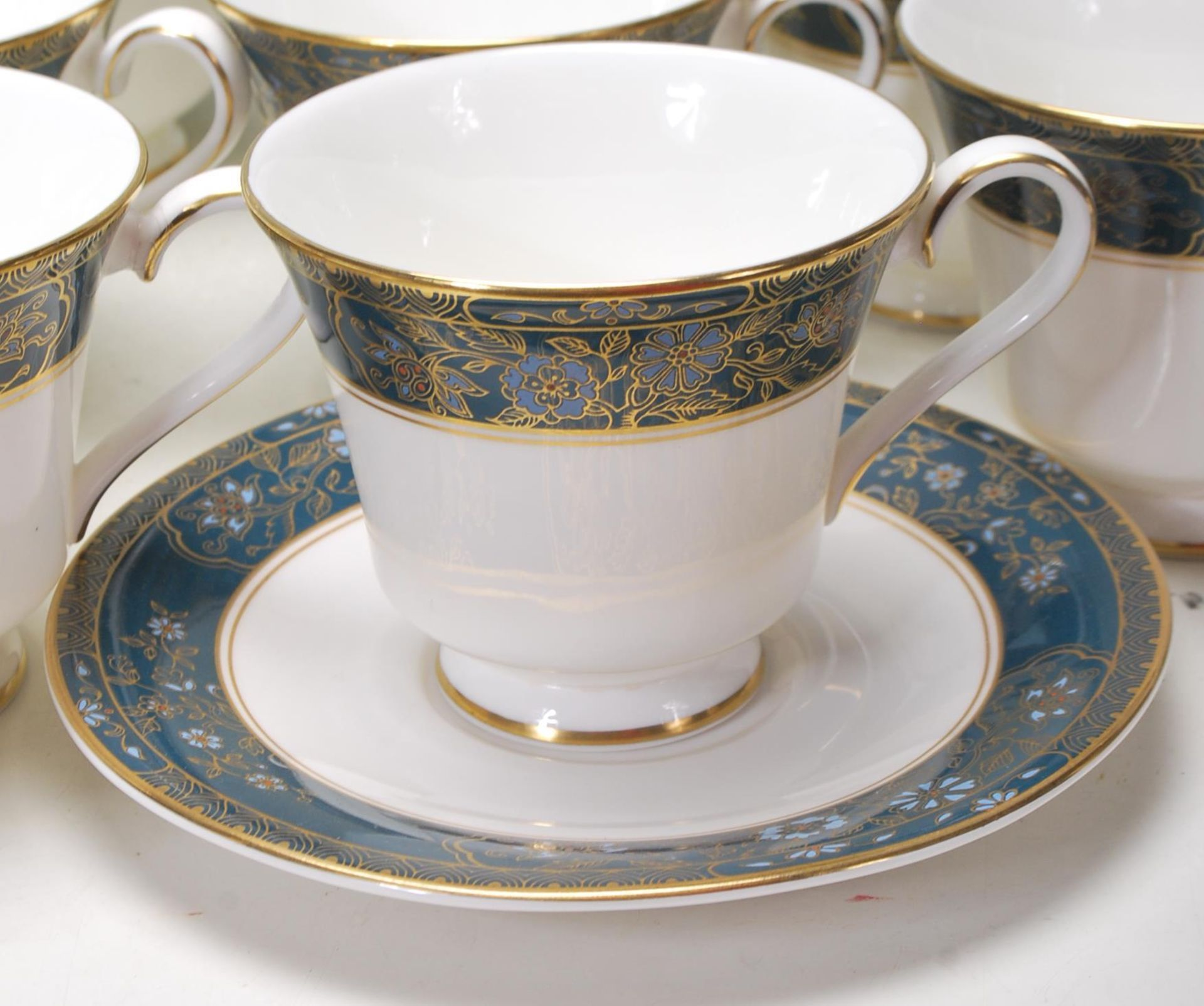 COLLECTION OF LATE 20TH CENTORUY ROYAL DOULTON FINE BONE CHINA DINNER SERVICE - Image 4 of 8