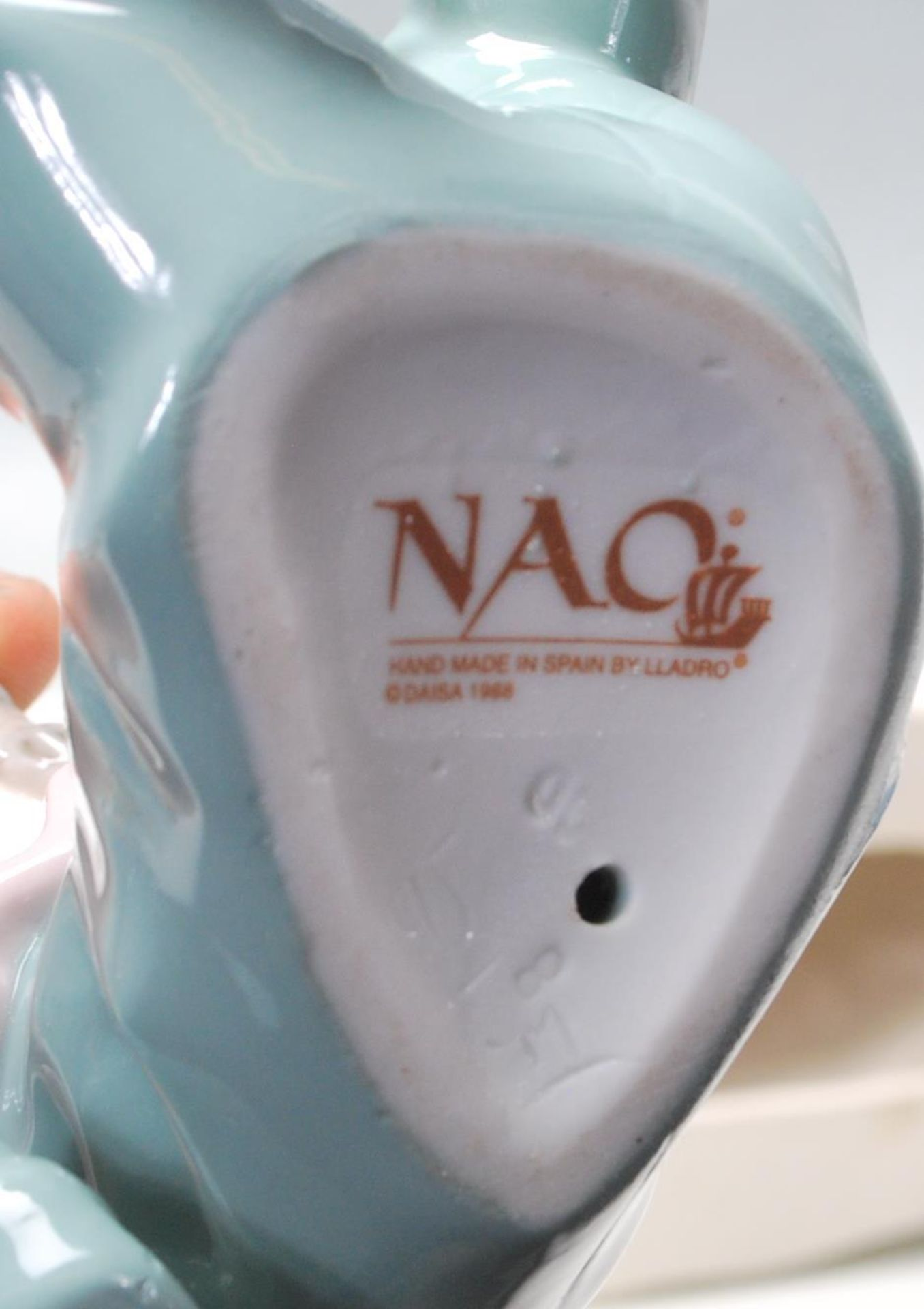 COLELCTION OF LATE 20TH CENTURY CERAMIC PORCELAIN NAO FIGURINES - Image 6 of 8